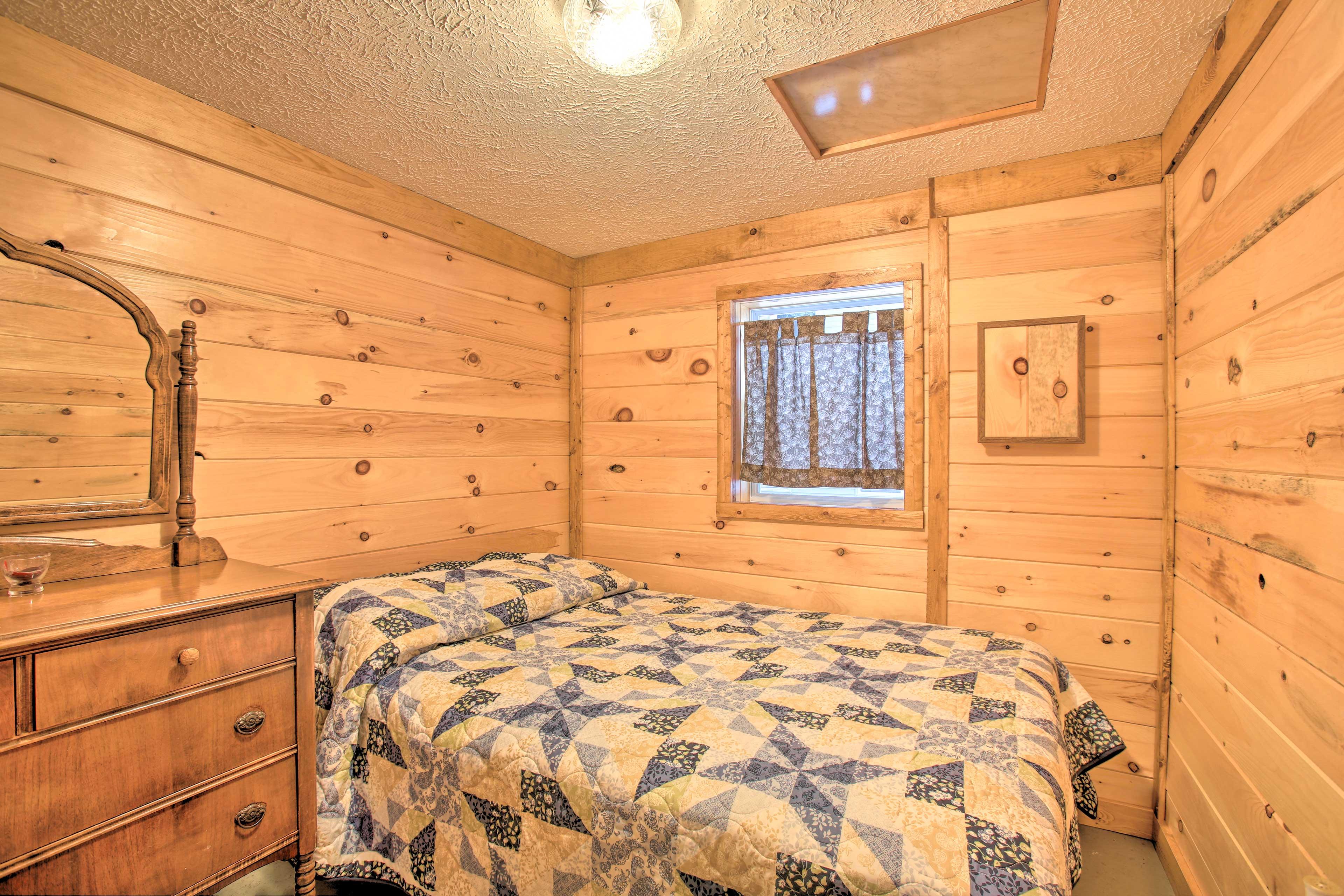 Bedroom   Full Bed