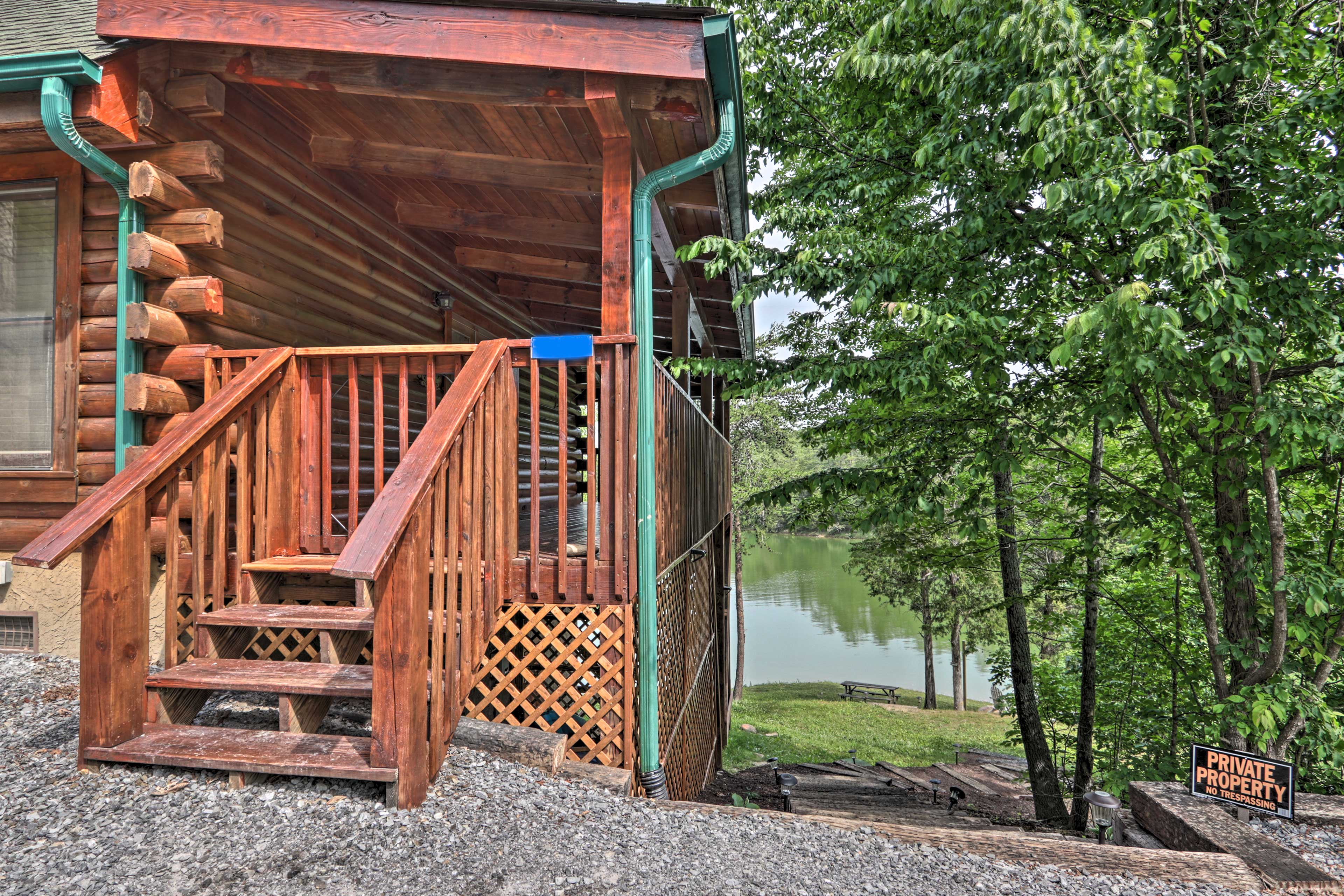 You'll love this lakefront location.