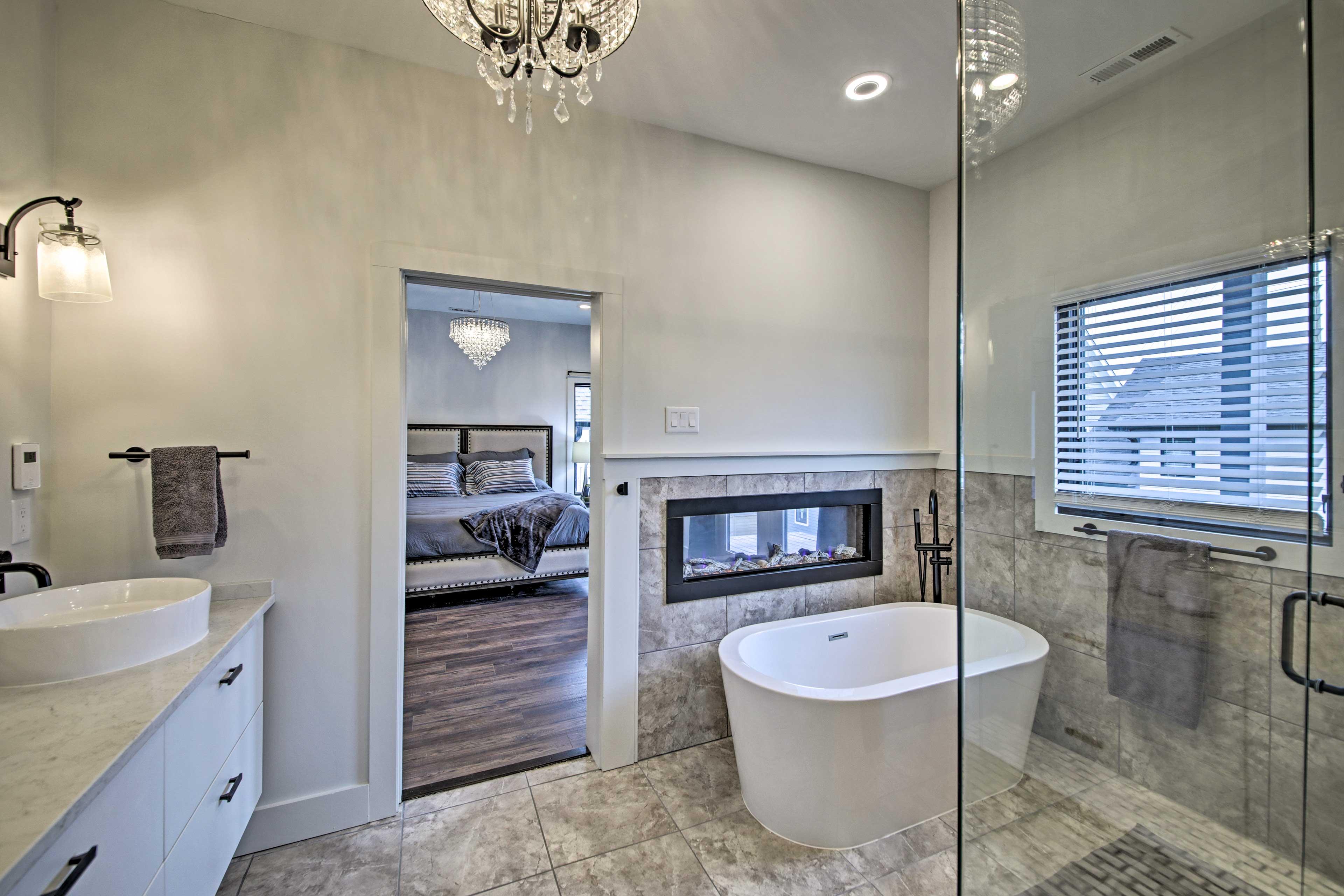The en-suite bathroom features a bathtub and tile shower.