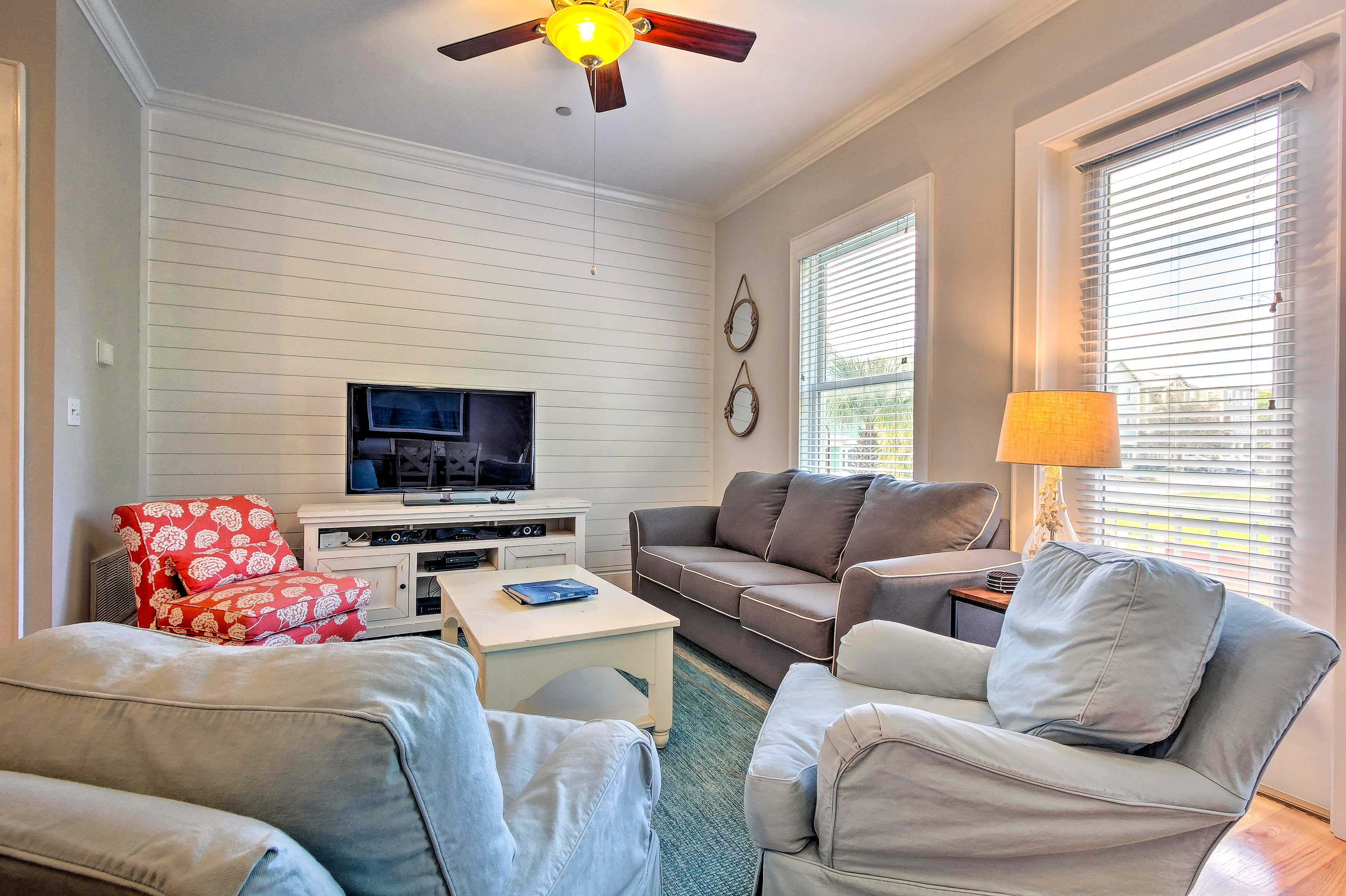 The living space features a flat-screen Smart TV.