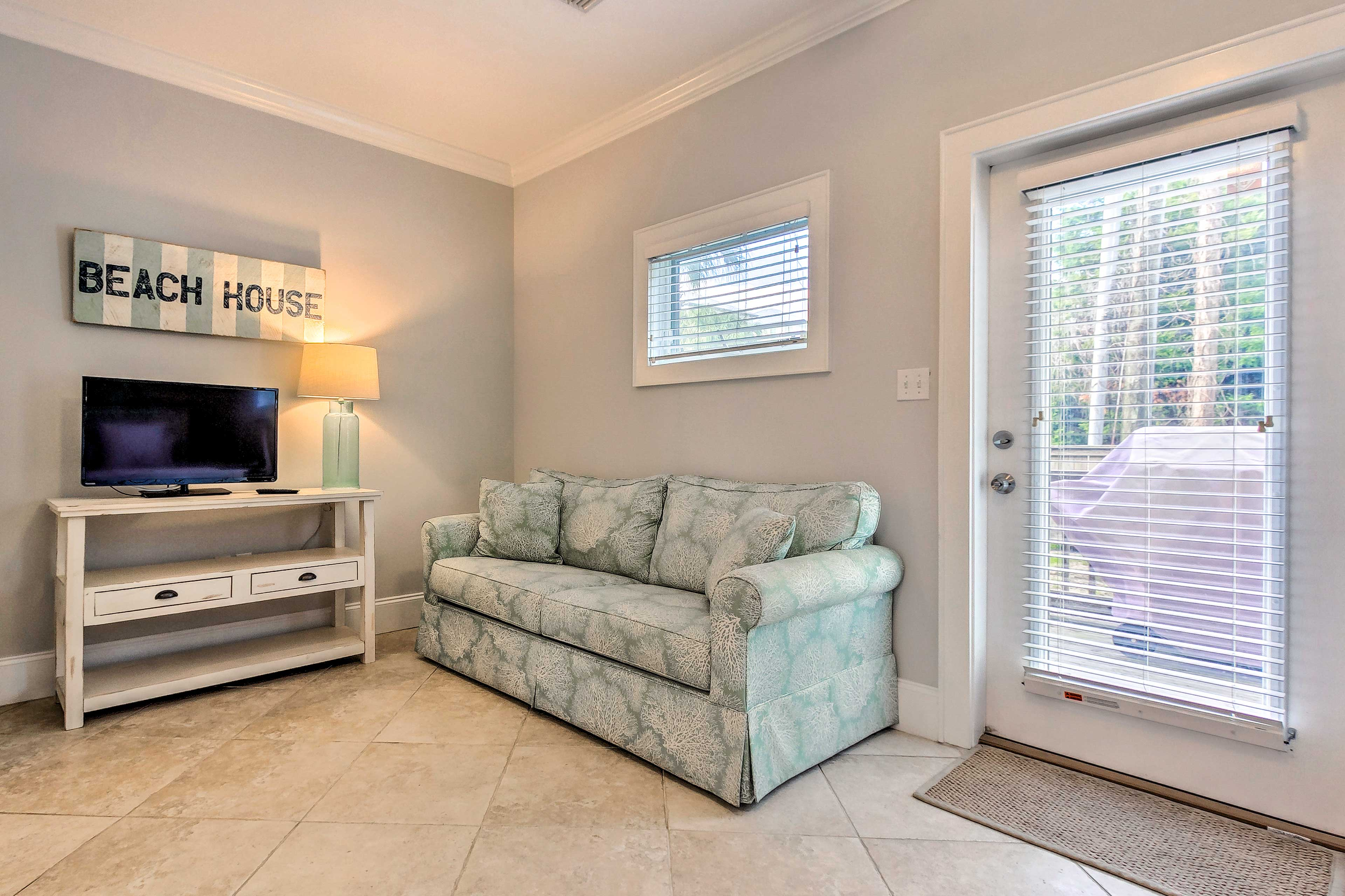 The master bedroom boasts a Smart TV & sitting area.