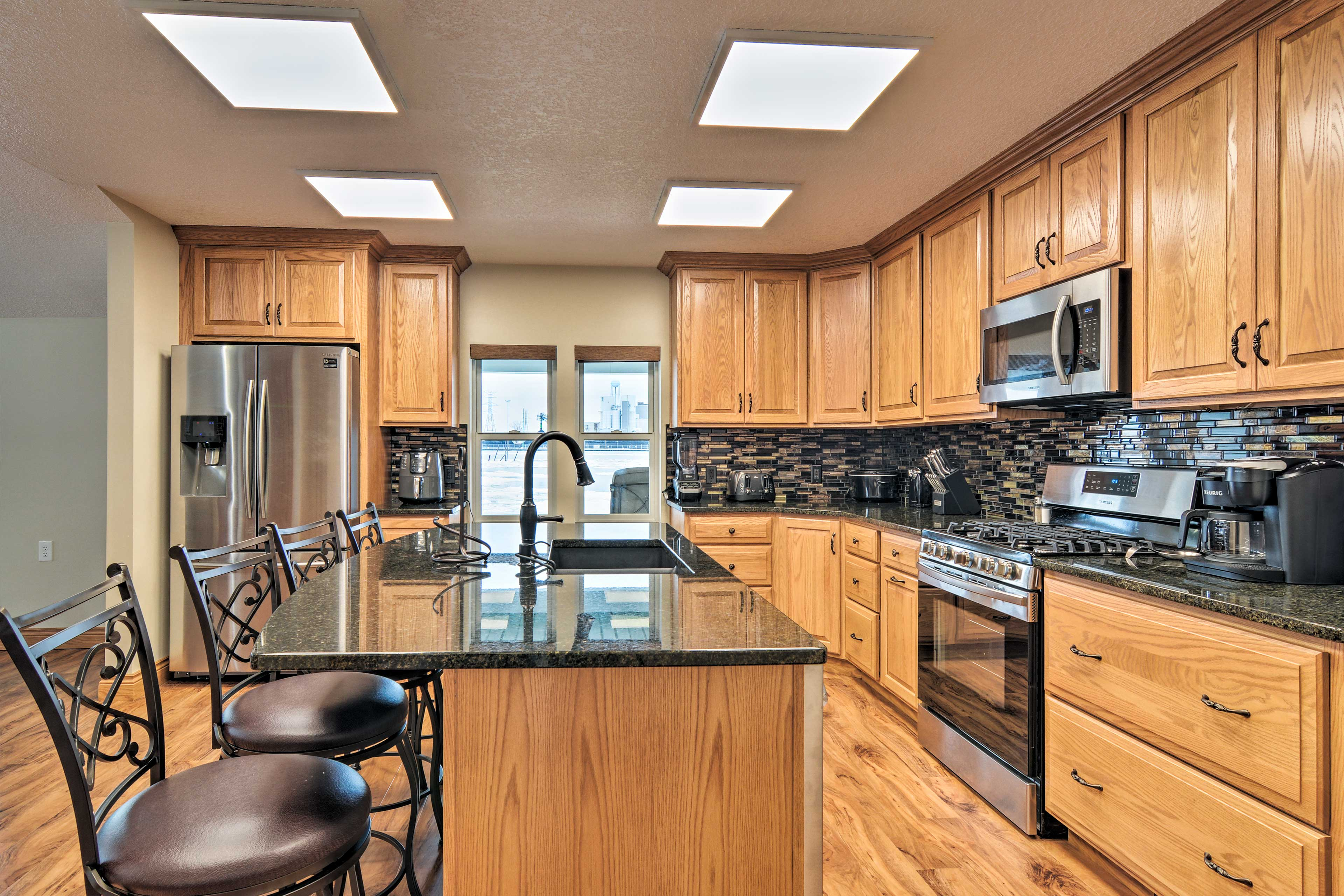 Say goodbye to efficiency kitchens when your stay at this incredible home!