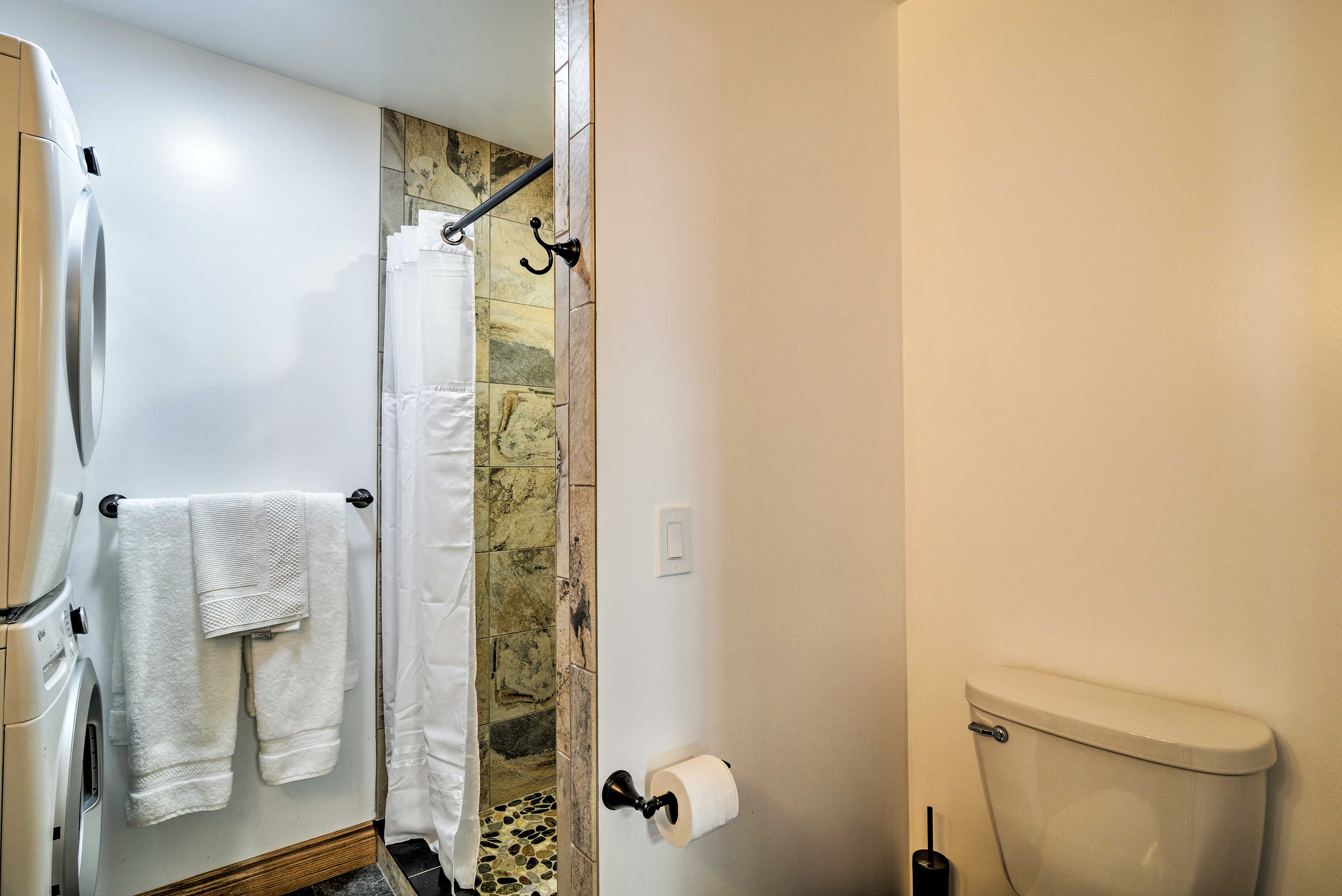 Rinse off after a day on the bay with this standing shower.