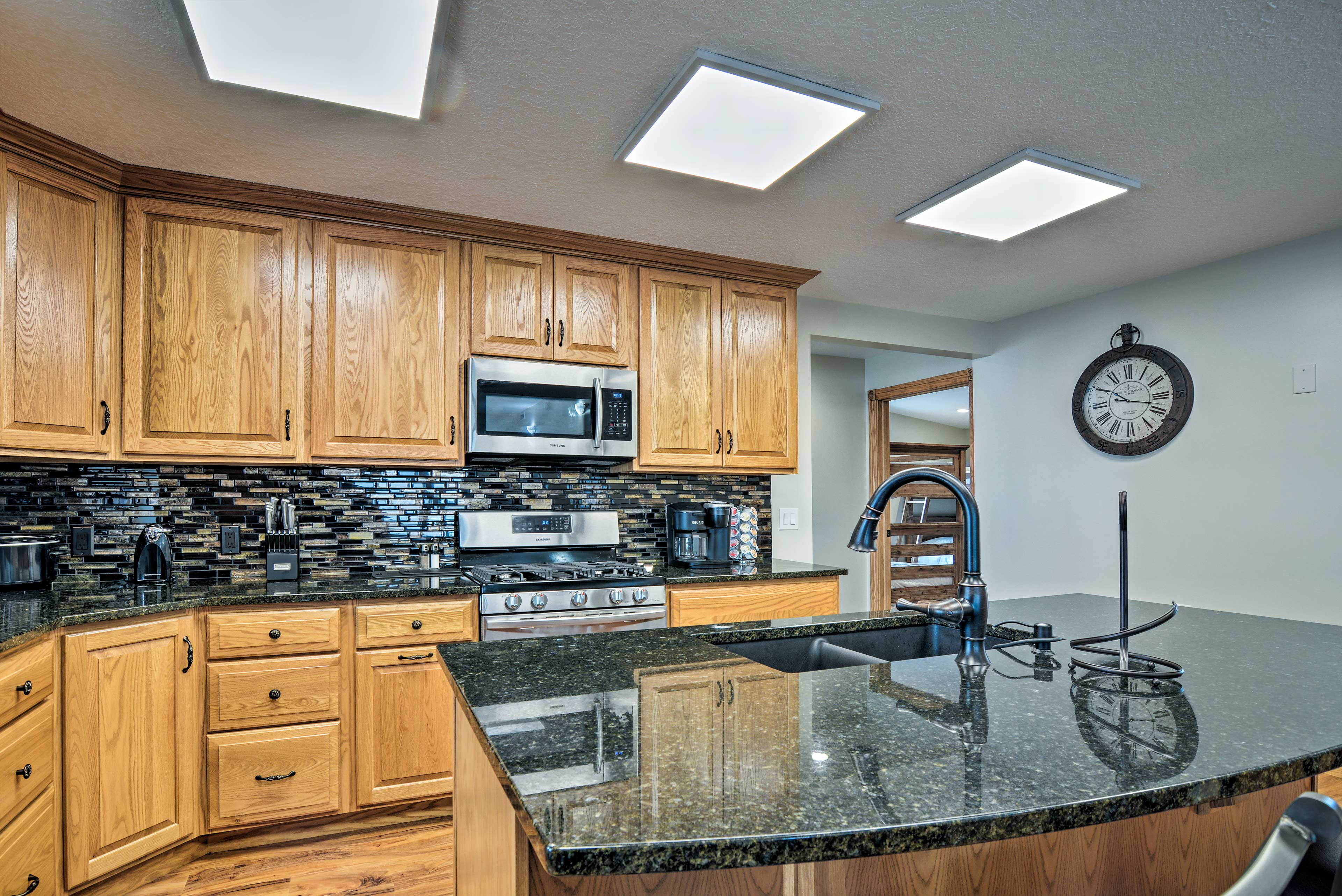 Make meals easily in this fully equipped kitchen.