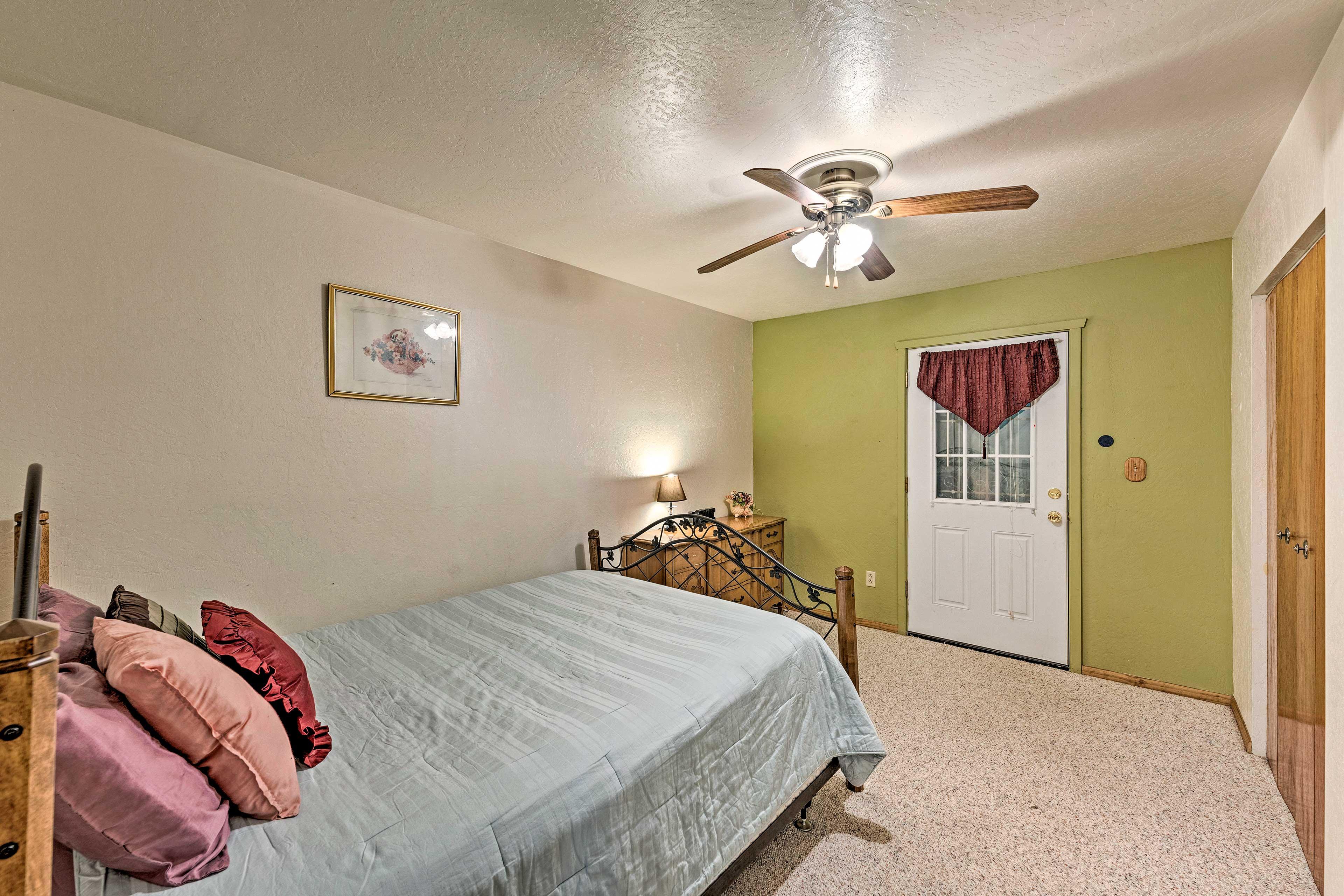 All 4 bedrooms boasts queen beds.