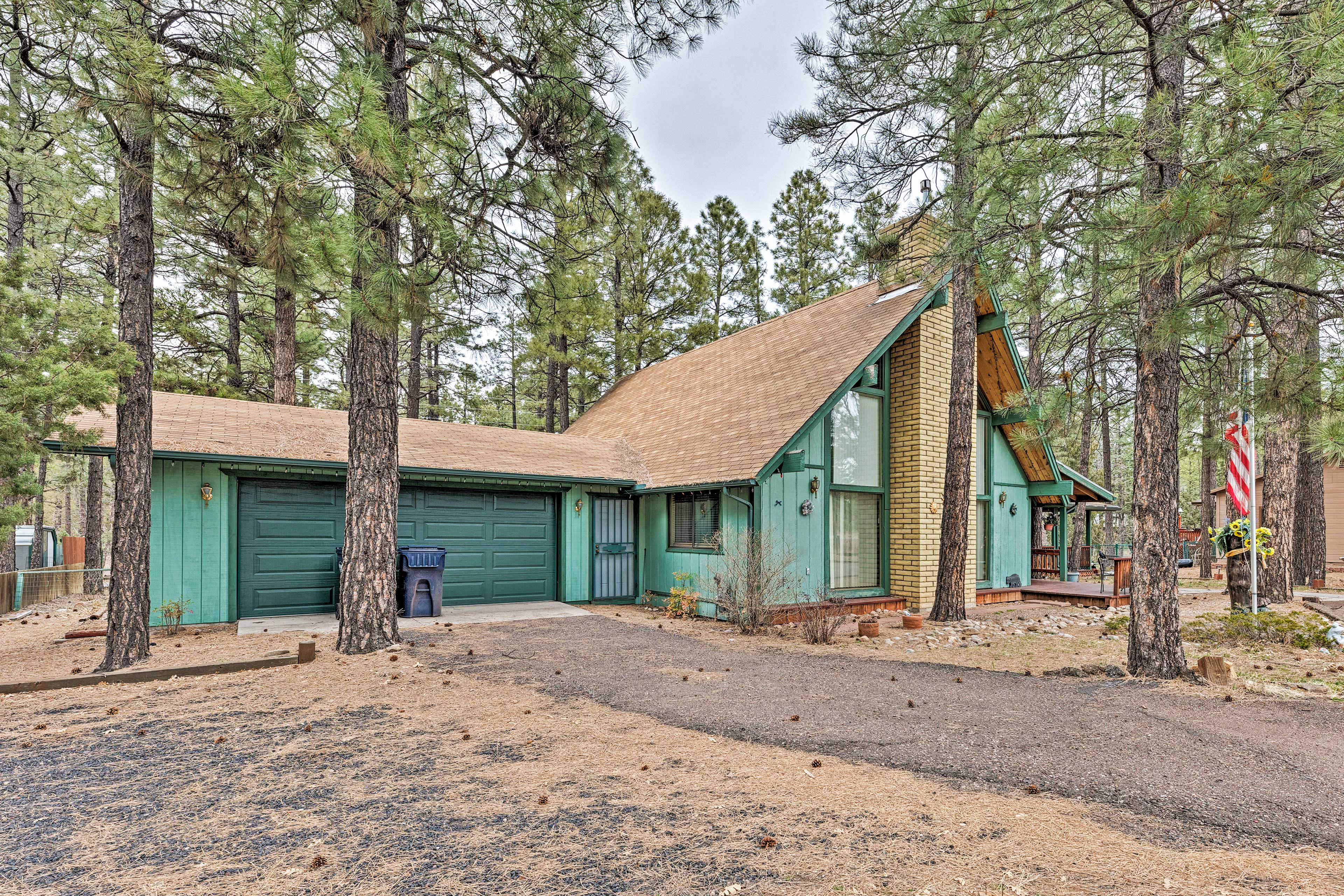 This cabin is just a mile from the boating adventures of Rainbow Lake!
