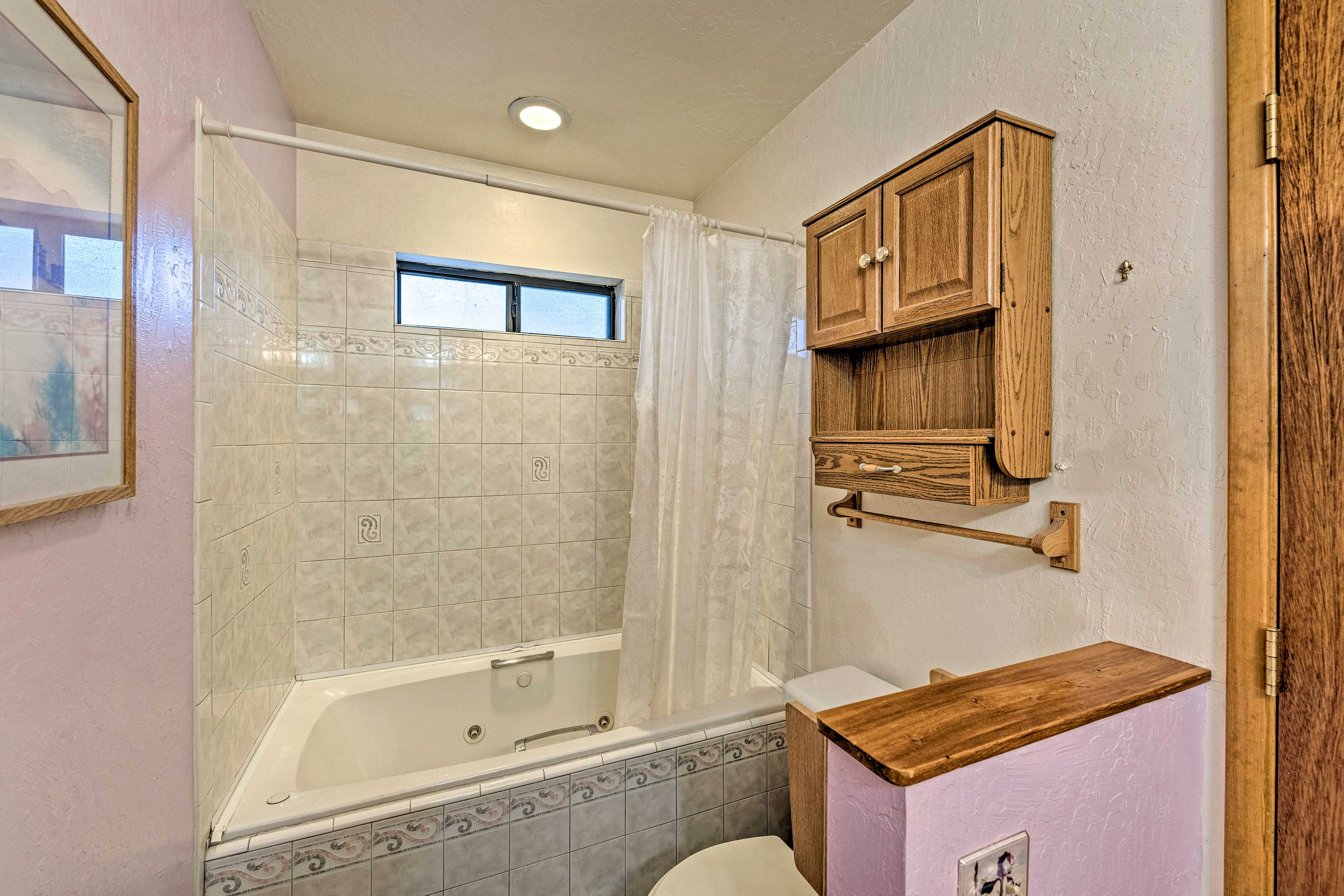Sink into the jetted tub and let all your worries melt away.