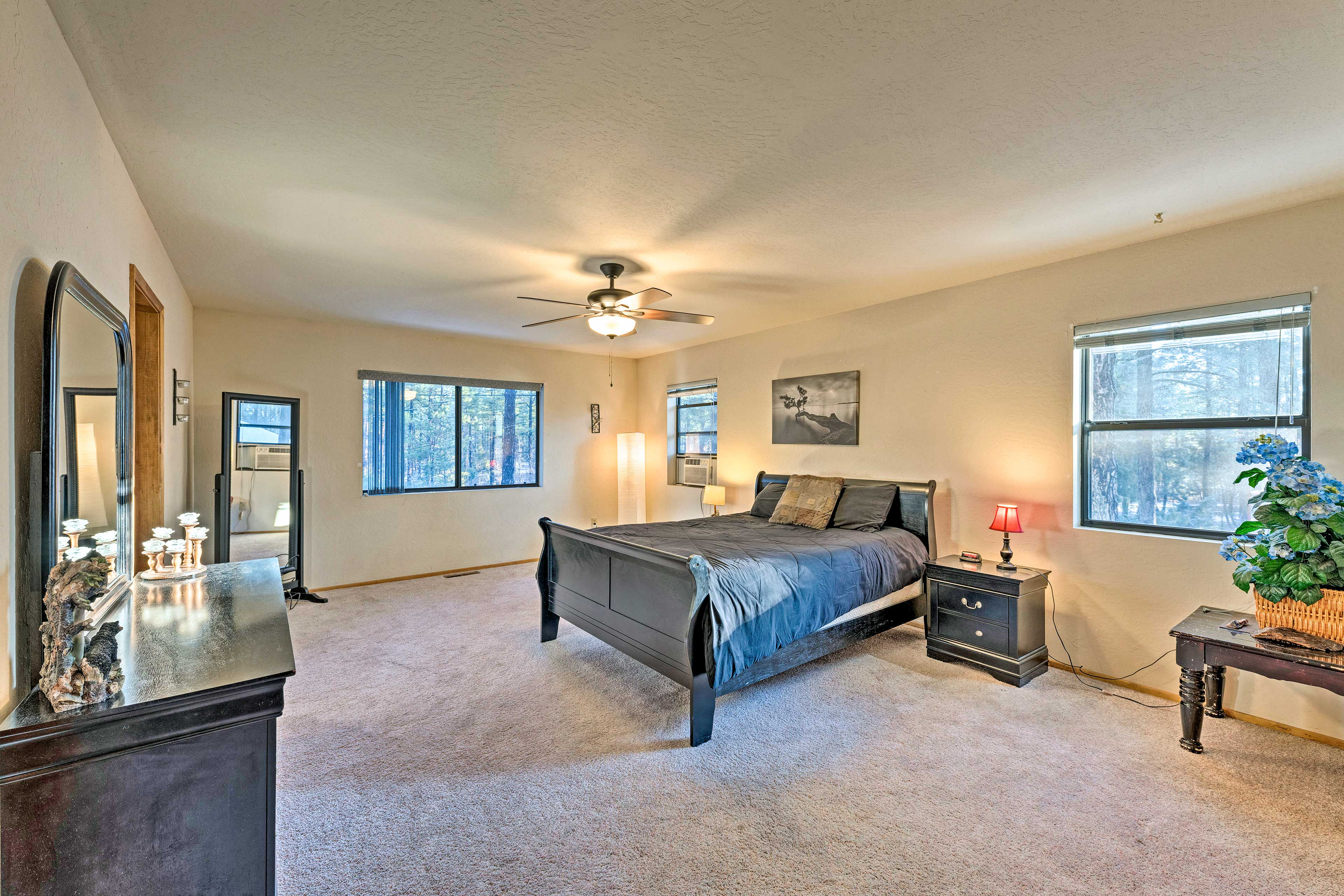 This master bedroom boasts a queen bed.