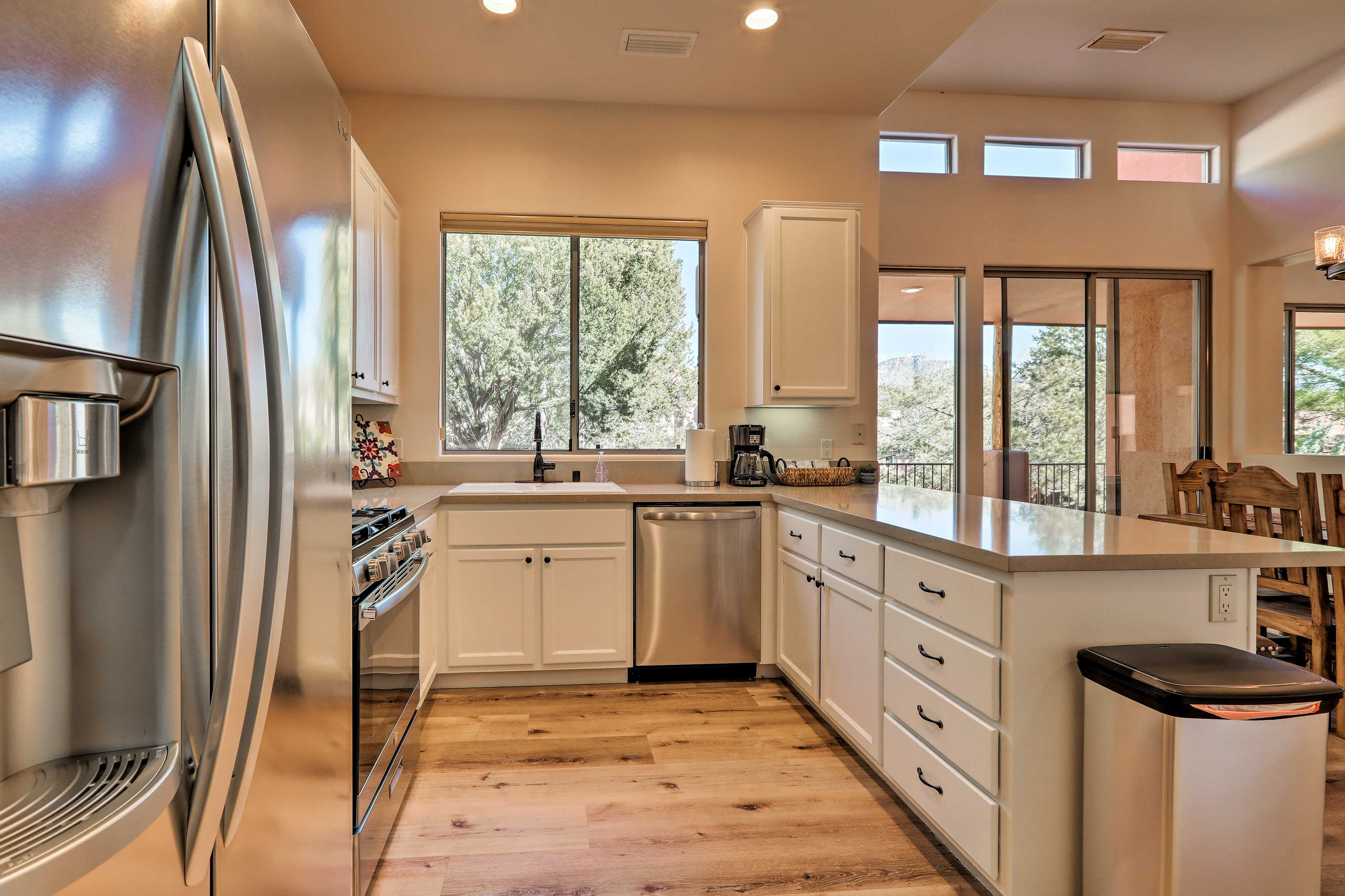 This fully equipped kitchen features all of the bells and whistles!