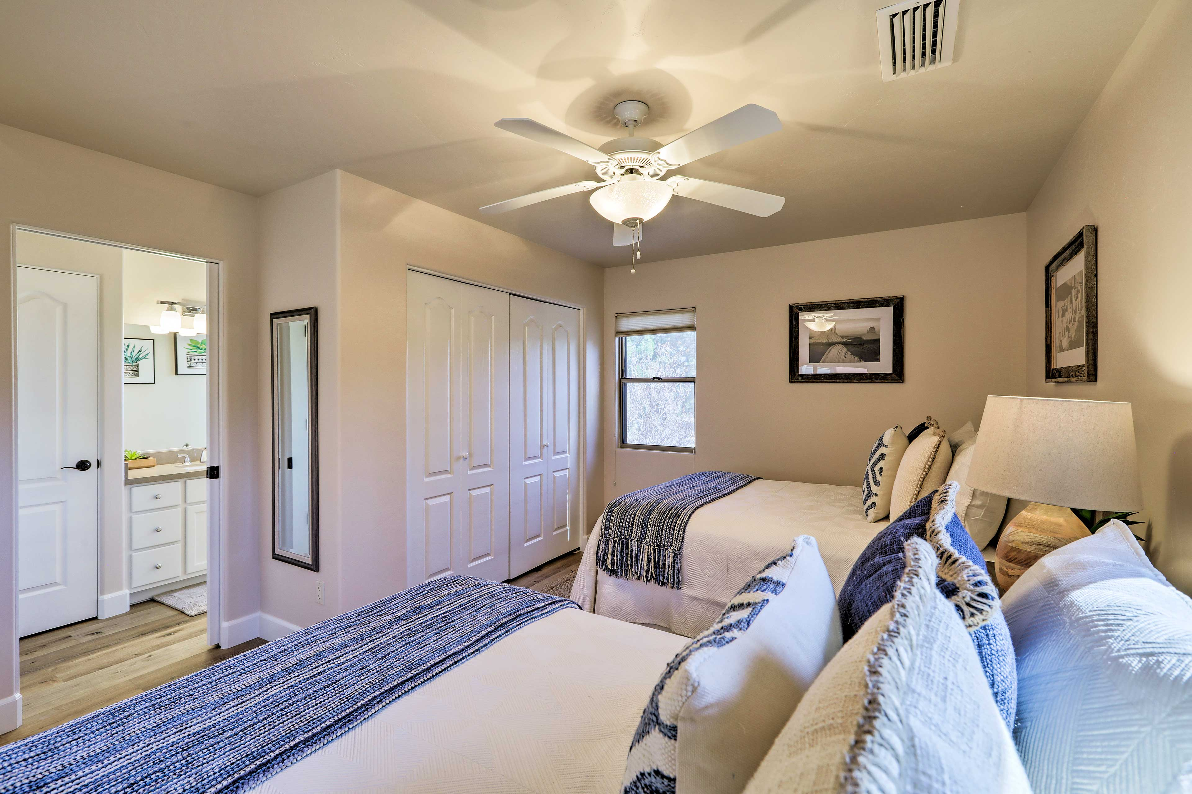 Central A/C and ceiling fans are sure to keep you cool.