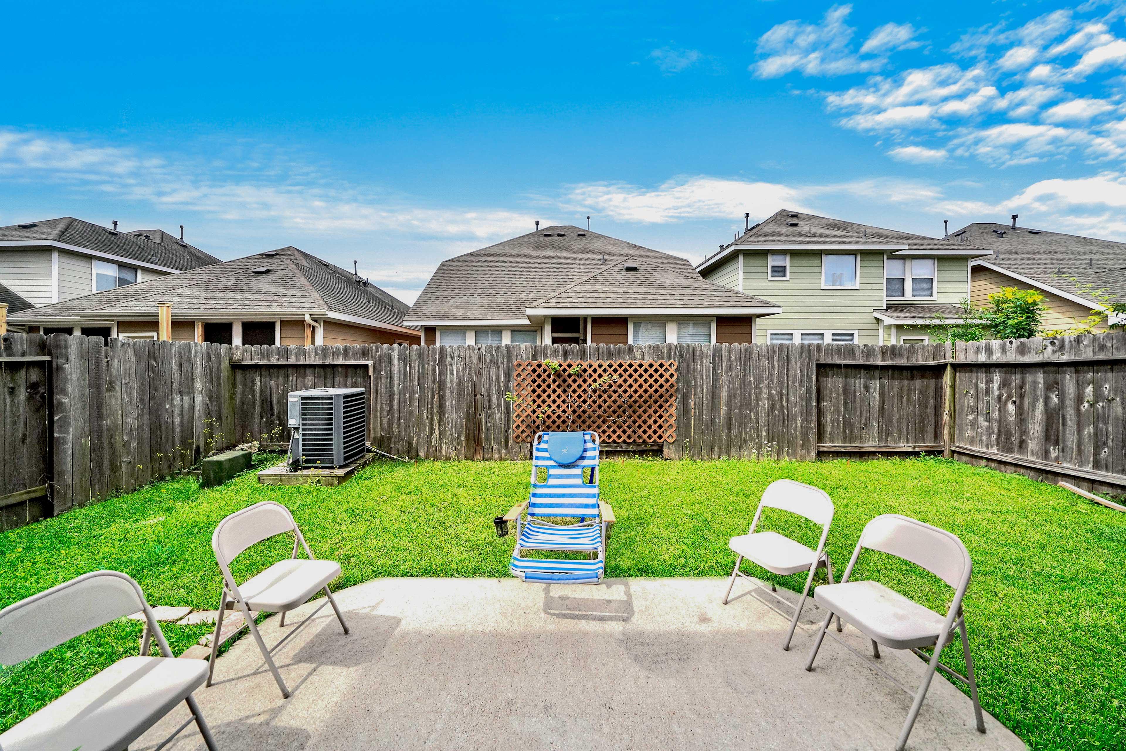 Host summer parties in the backyard!