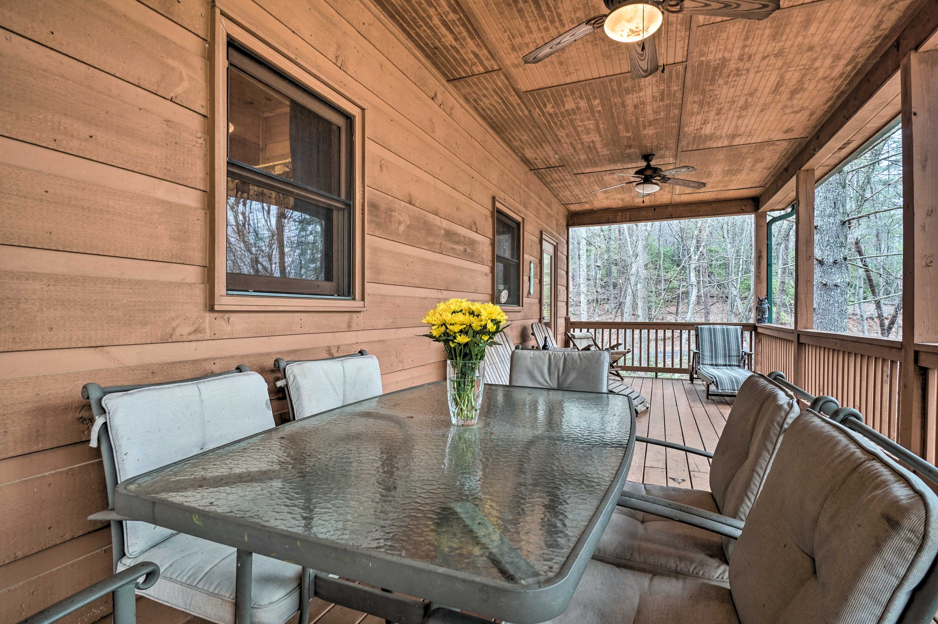 Enjoy meals with a side of fresh air at the deck dining table.
