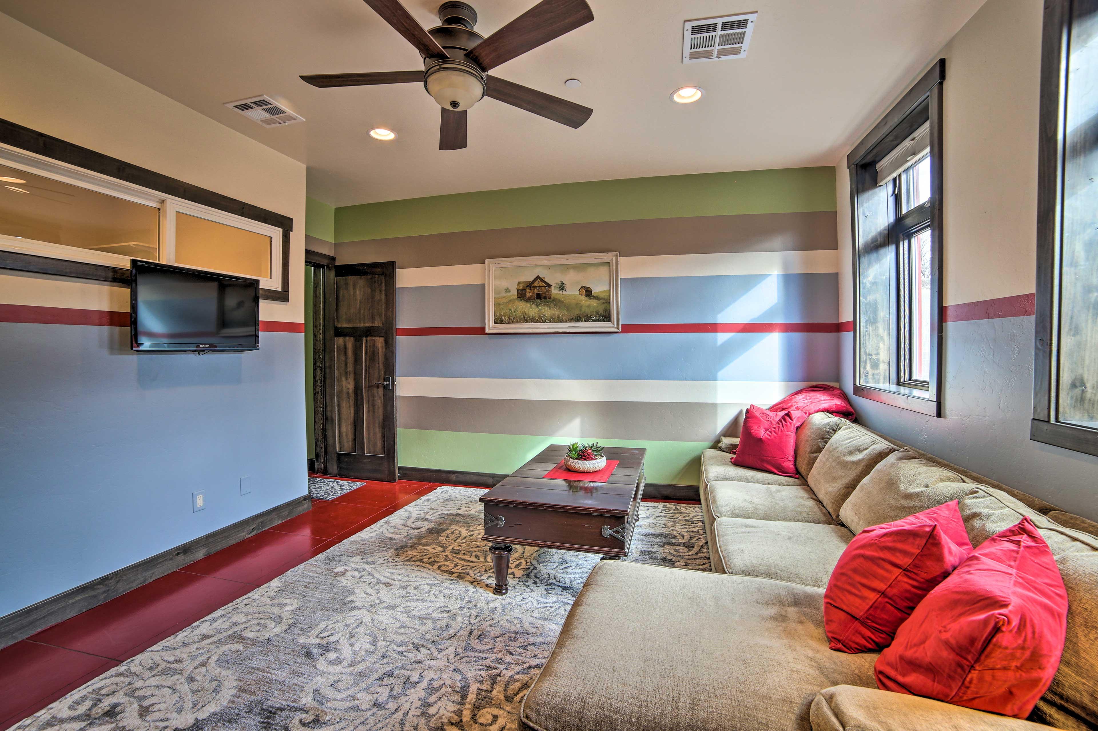 Rec Room   Lounge Area   Smart TV