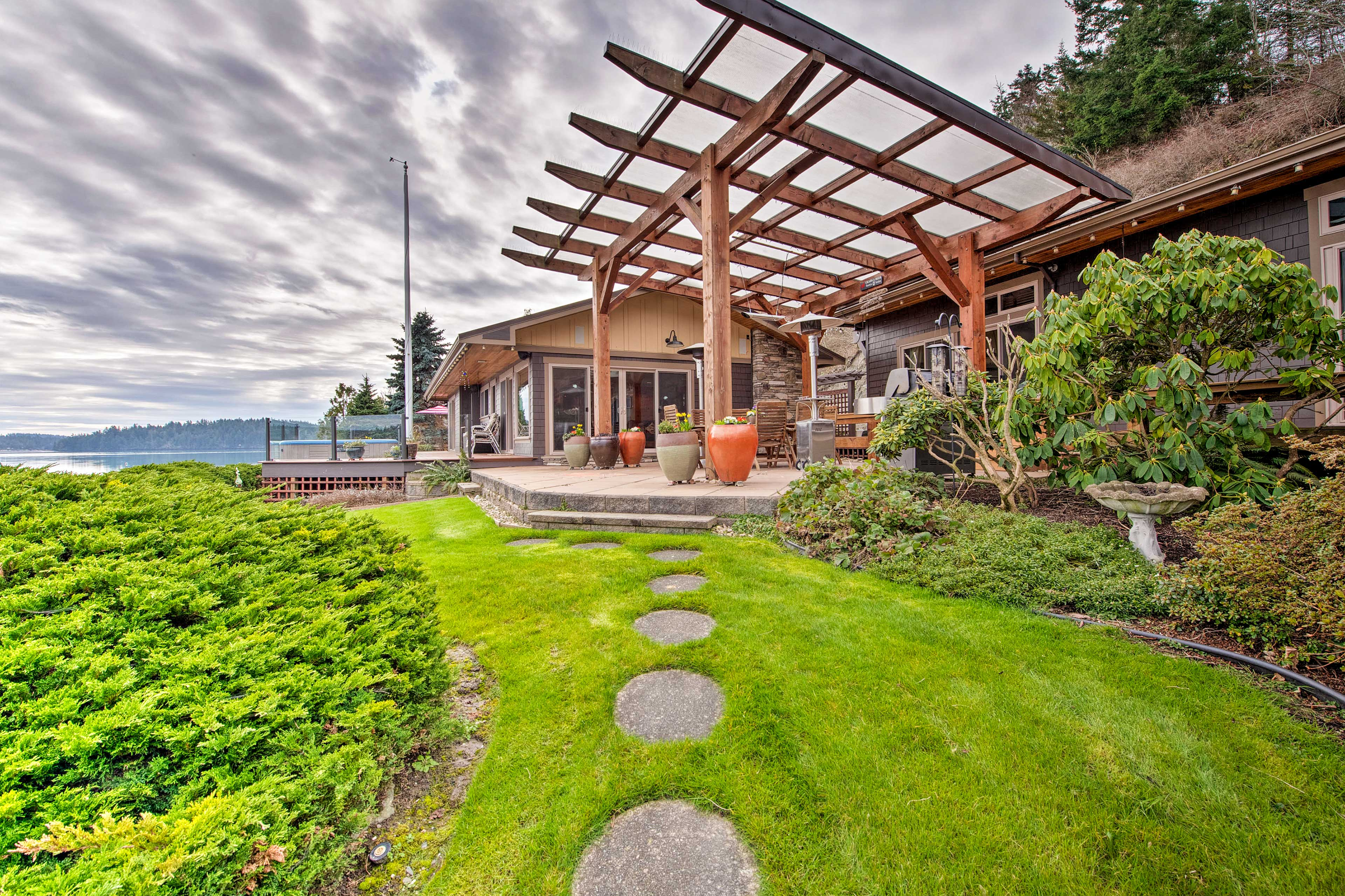 This private home offers a breathtaking landscaping.