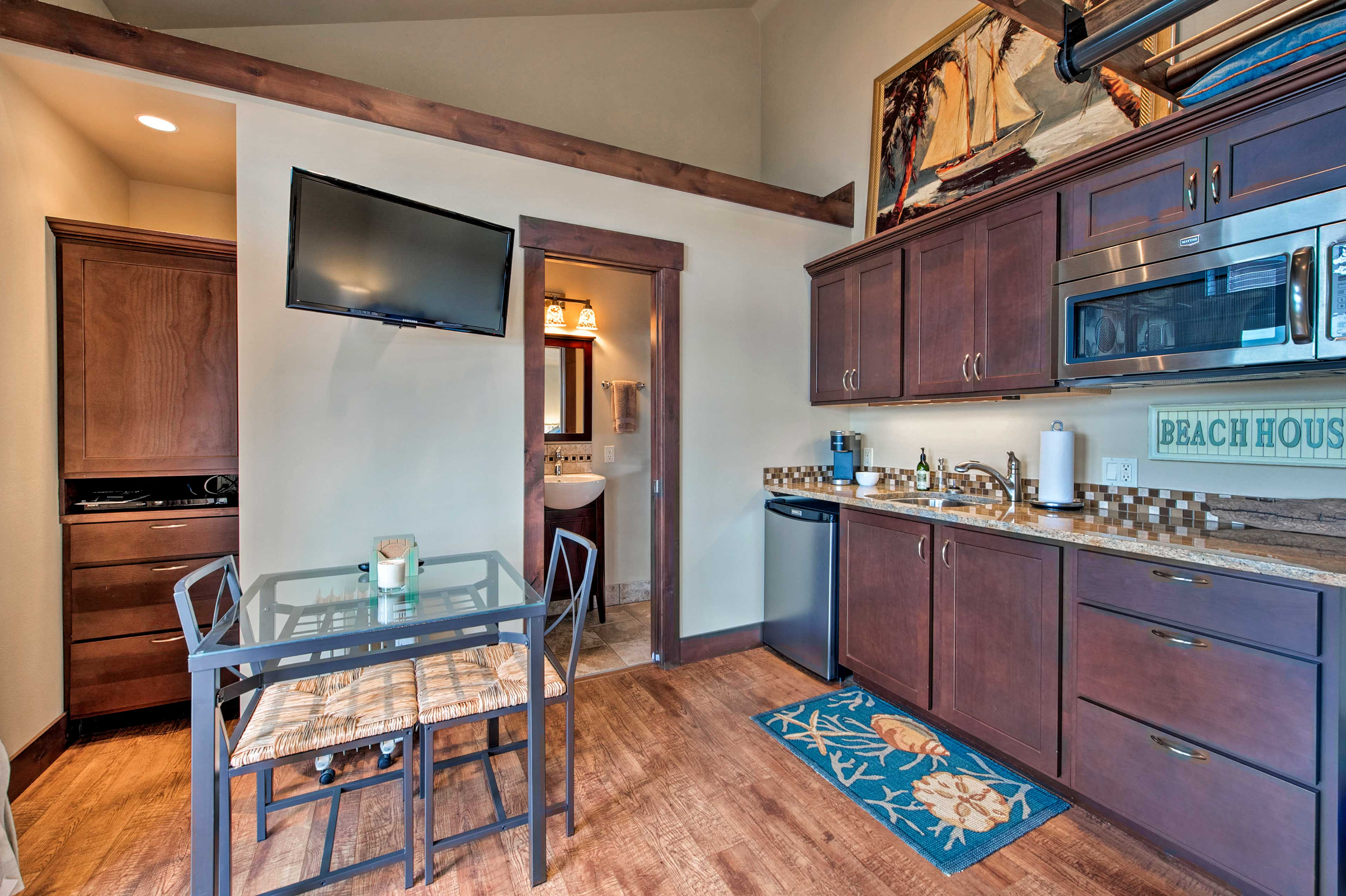 Your cooking needs can all be handled with the kitchenette.