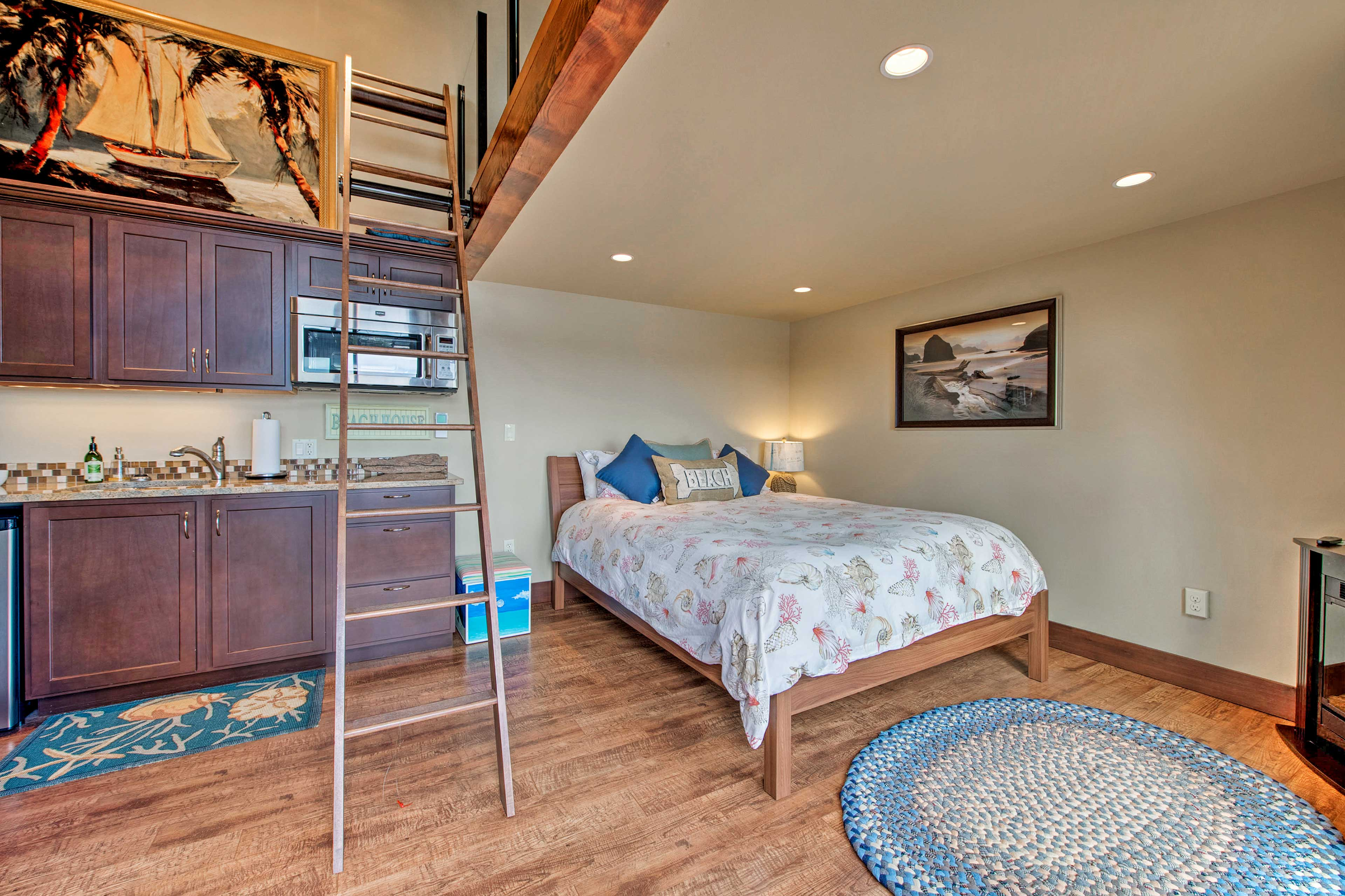 This room also has a lofted space with 2 twin beds.