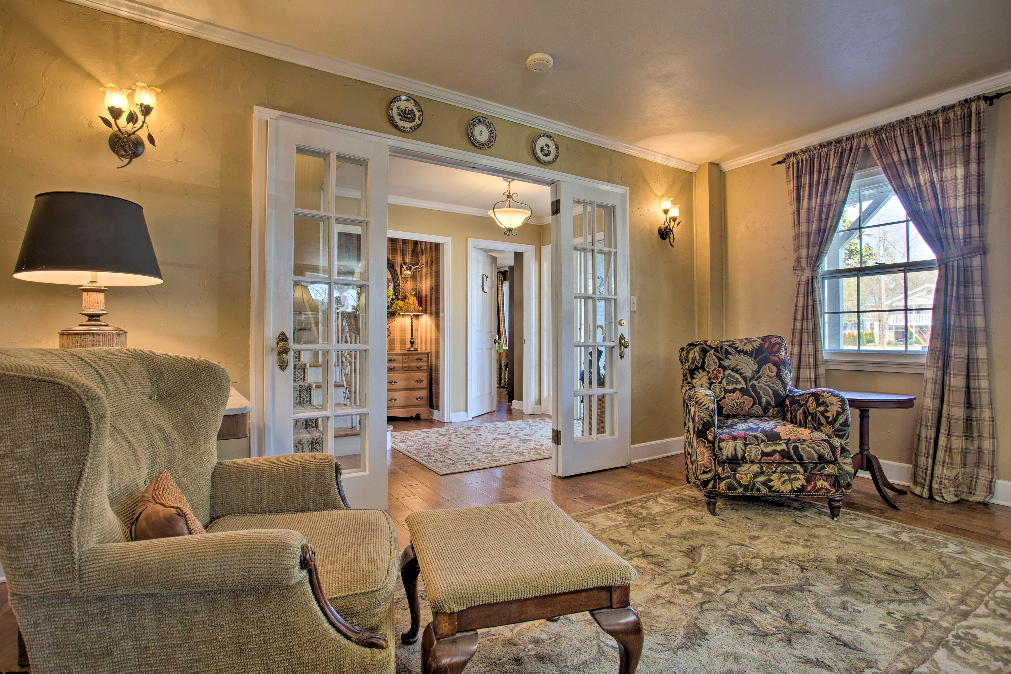 French doors lead to the entryway.
