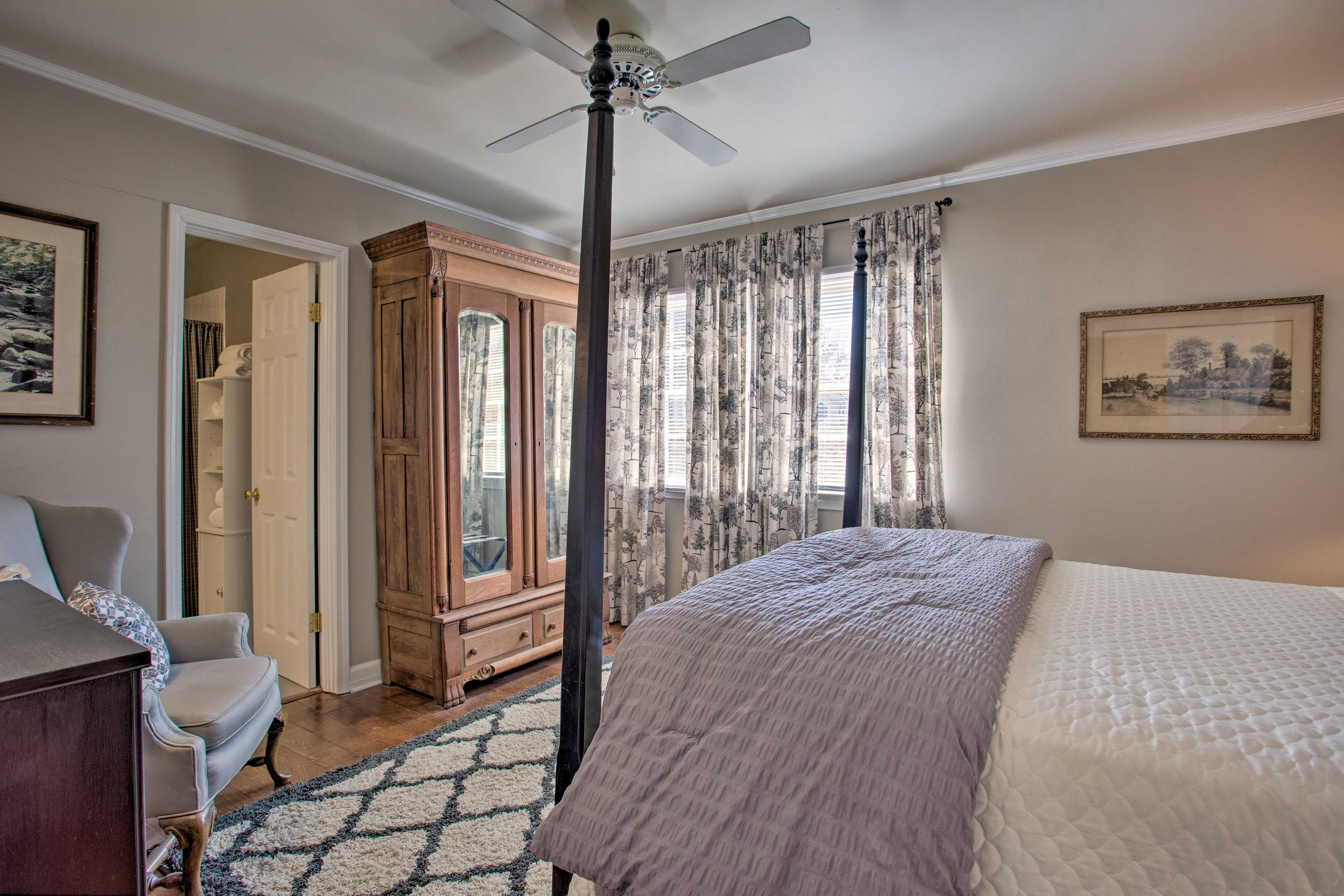 Two guests can share the comfort of this room.