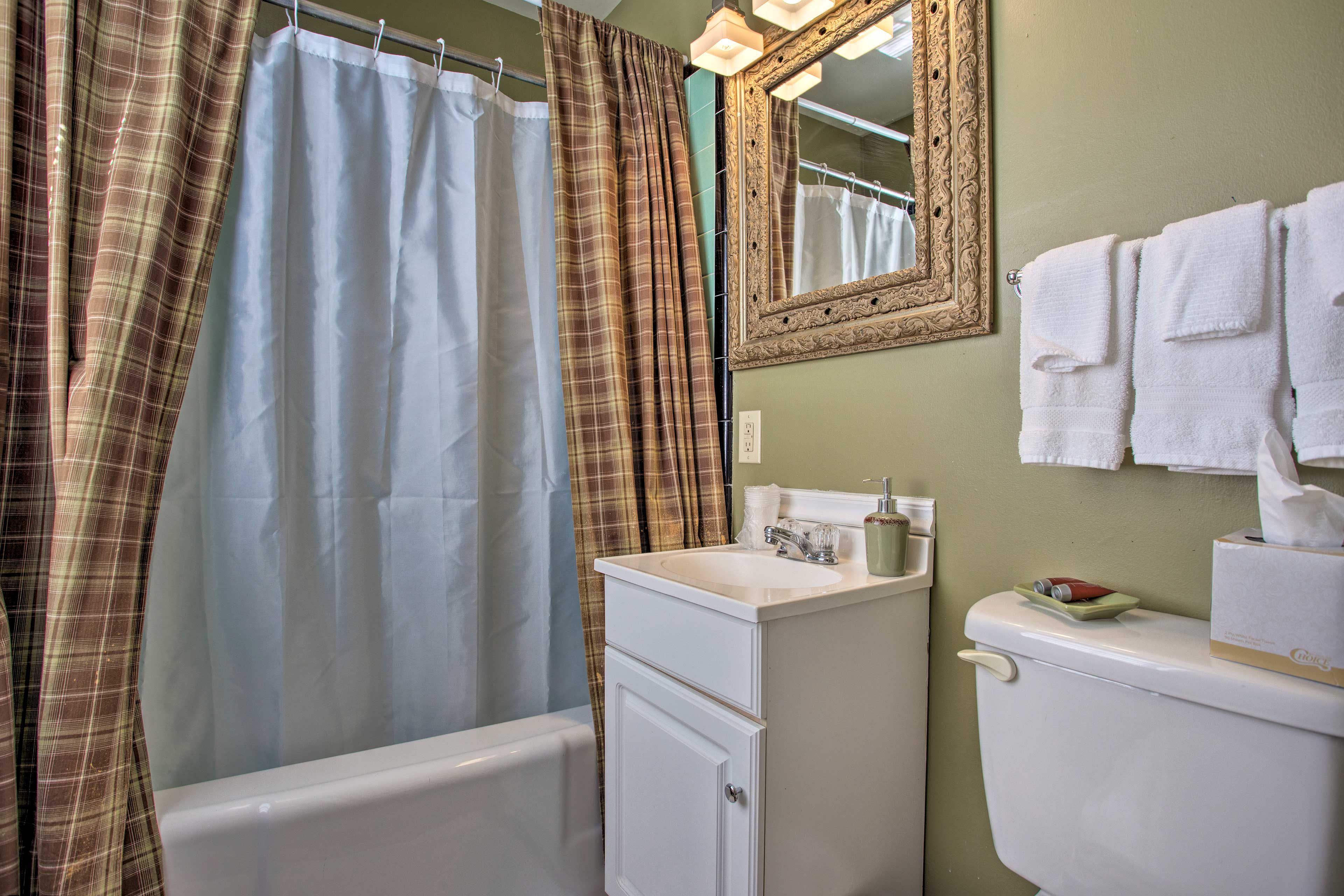 Soak in the bathtub after a long day exploring nearby state parks.