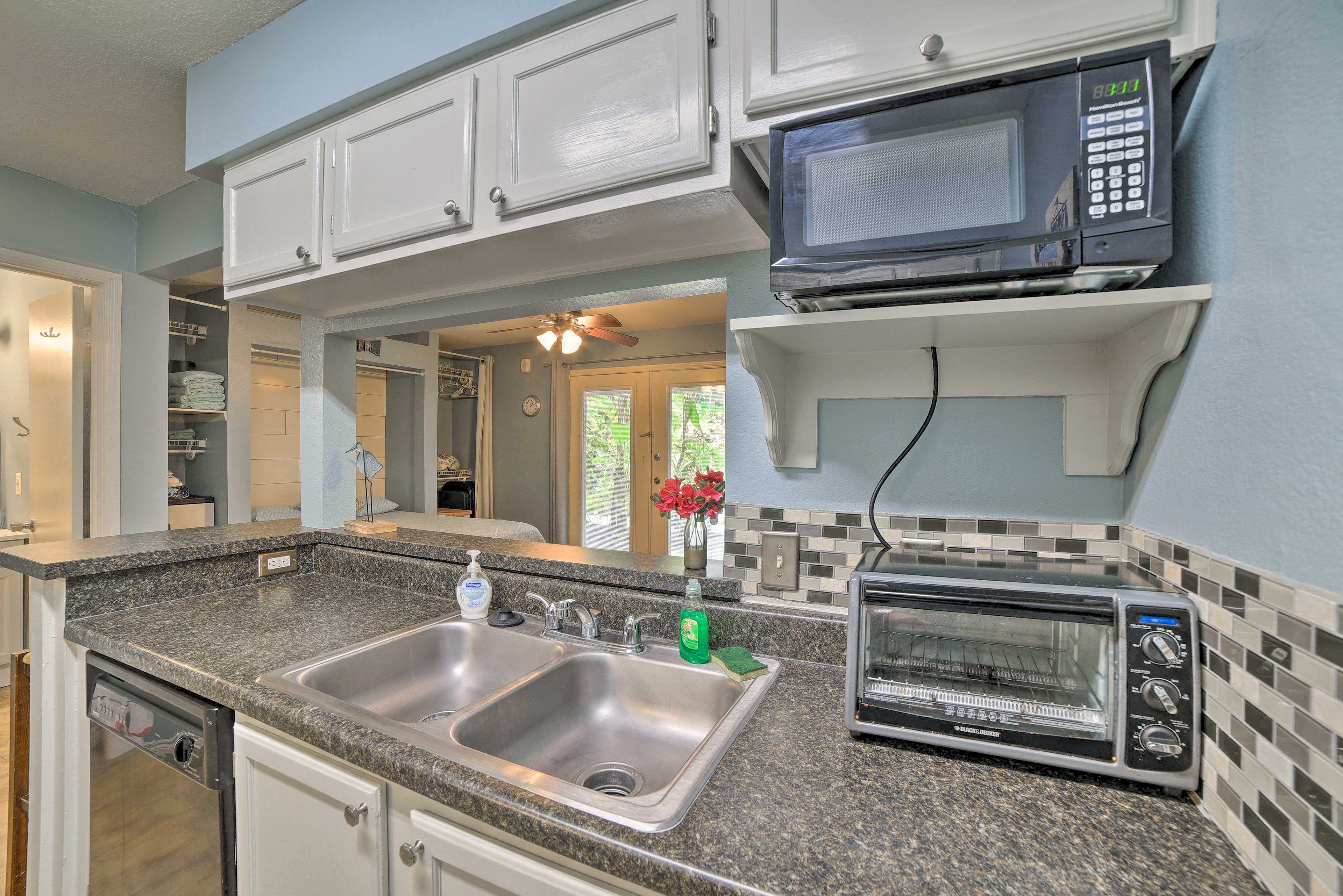 Well-Equipped Kitchen | Toaster Oven | Microwave