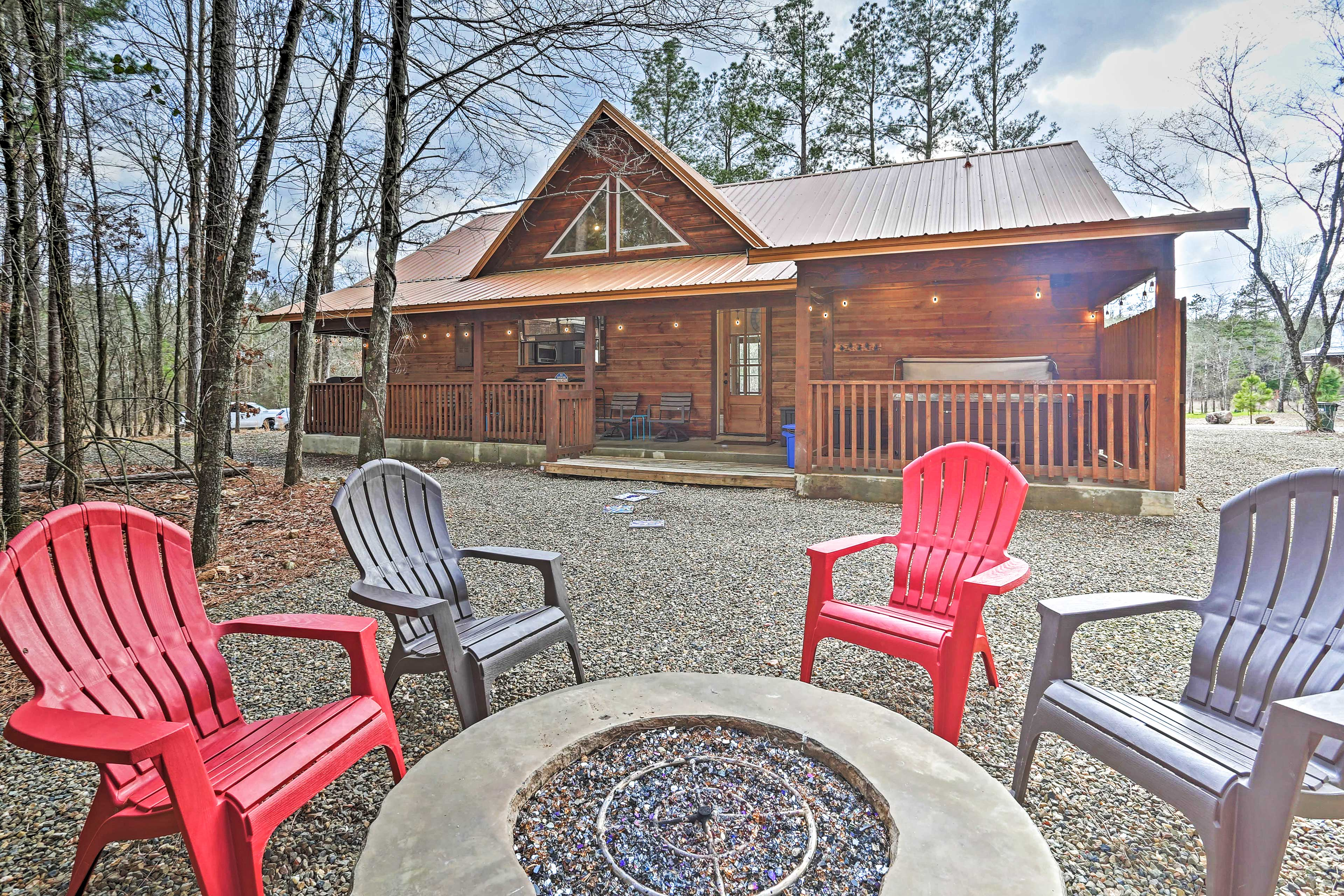 This 2-bed, 2-bath Broken Bow vacation rental cabin hosts up to 6 guests.