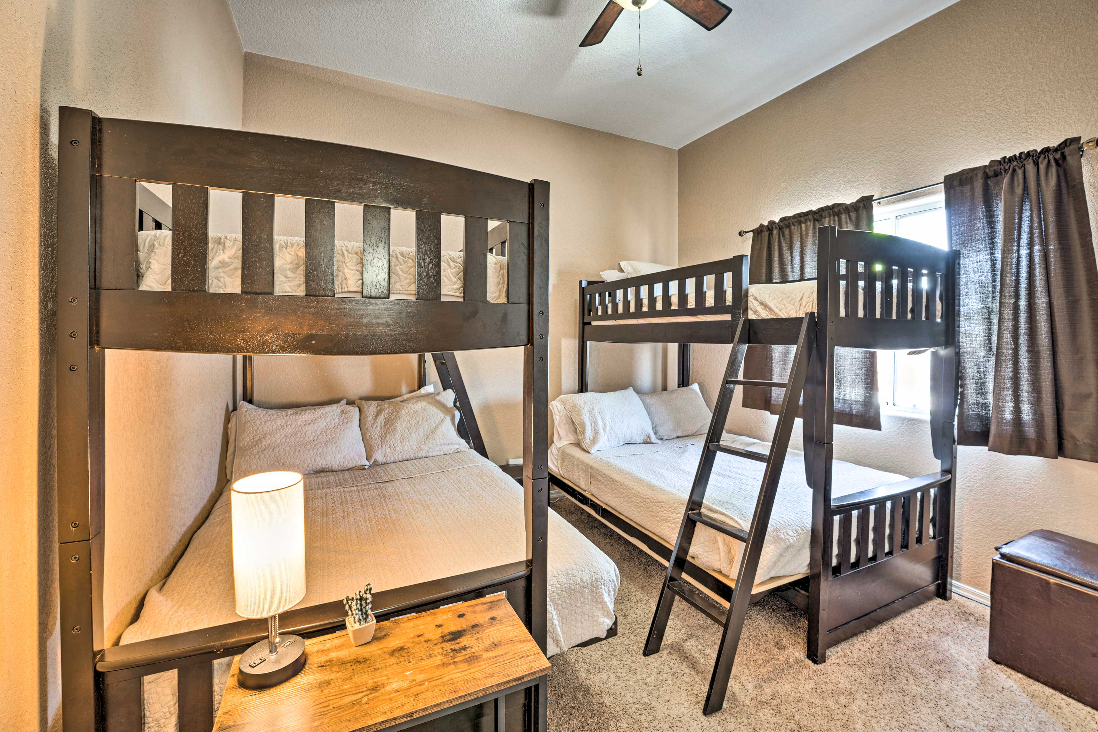 Bedroom 3   2 Twin/Queen Bunk Beds