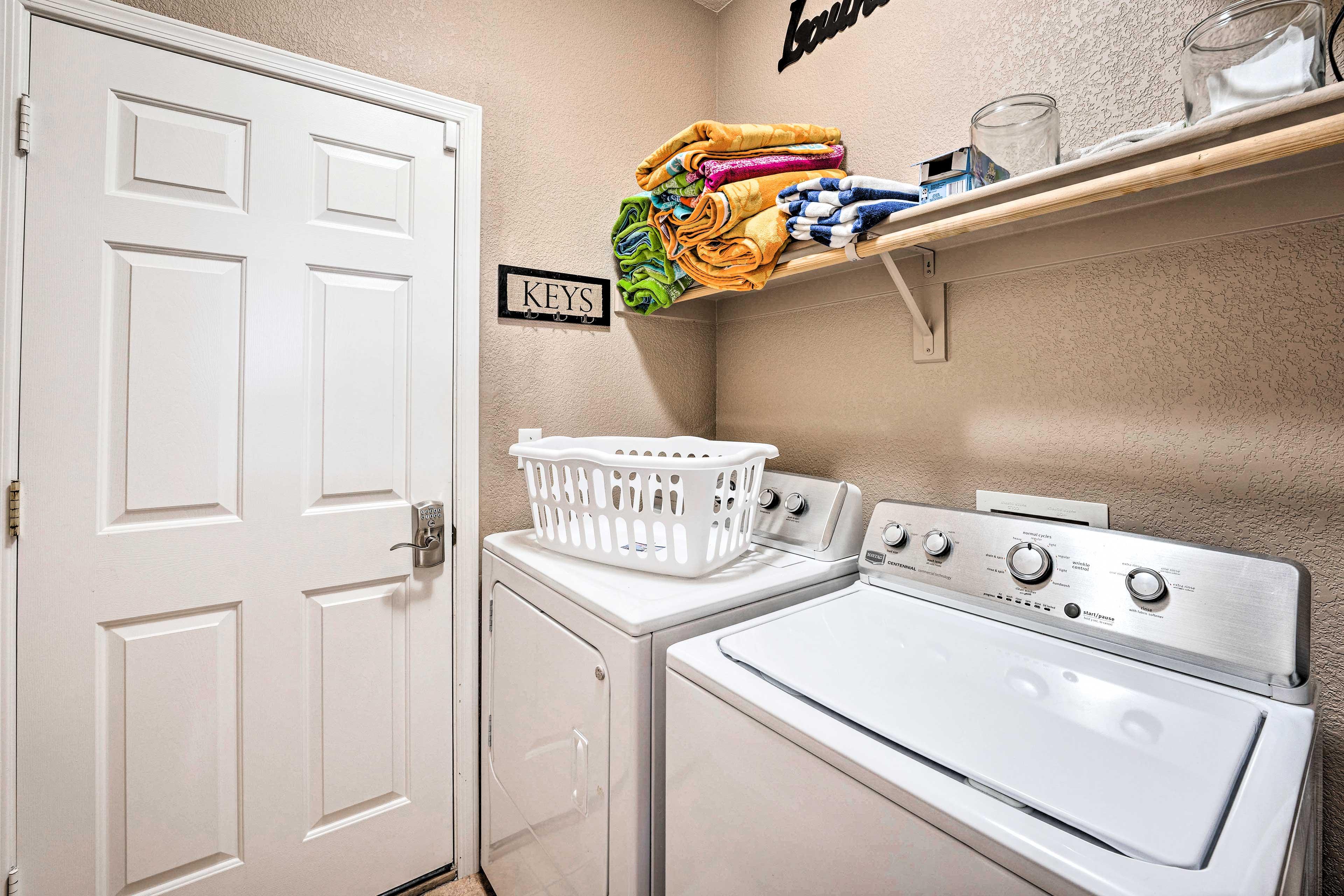 Laundry Closet   Full-Sized Washer/Dryer