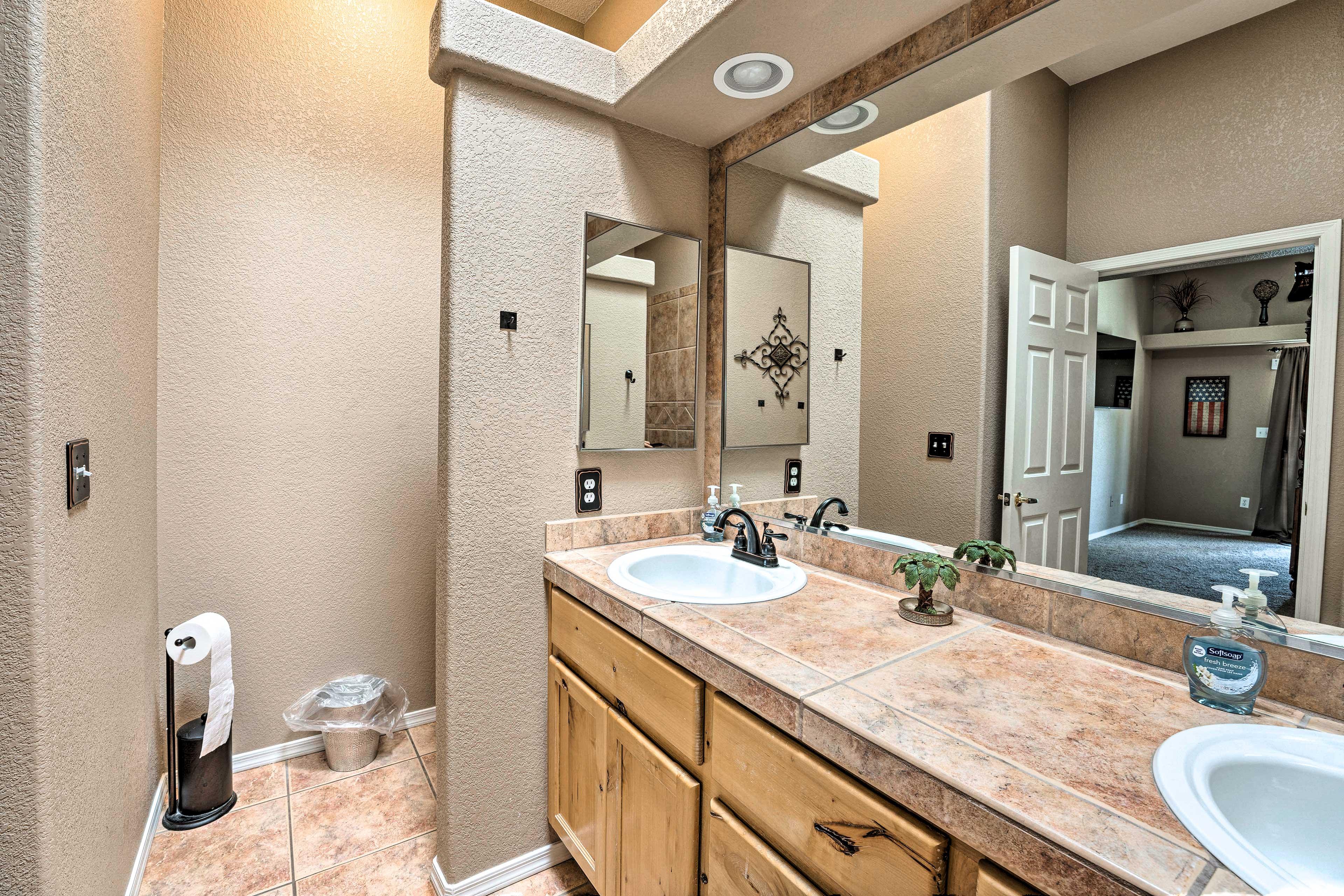 Full En-Suite Bathroom