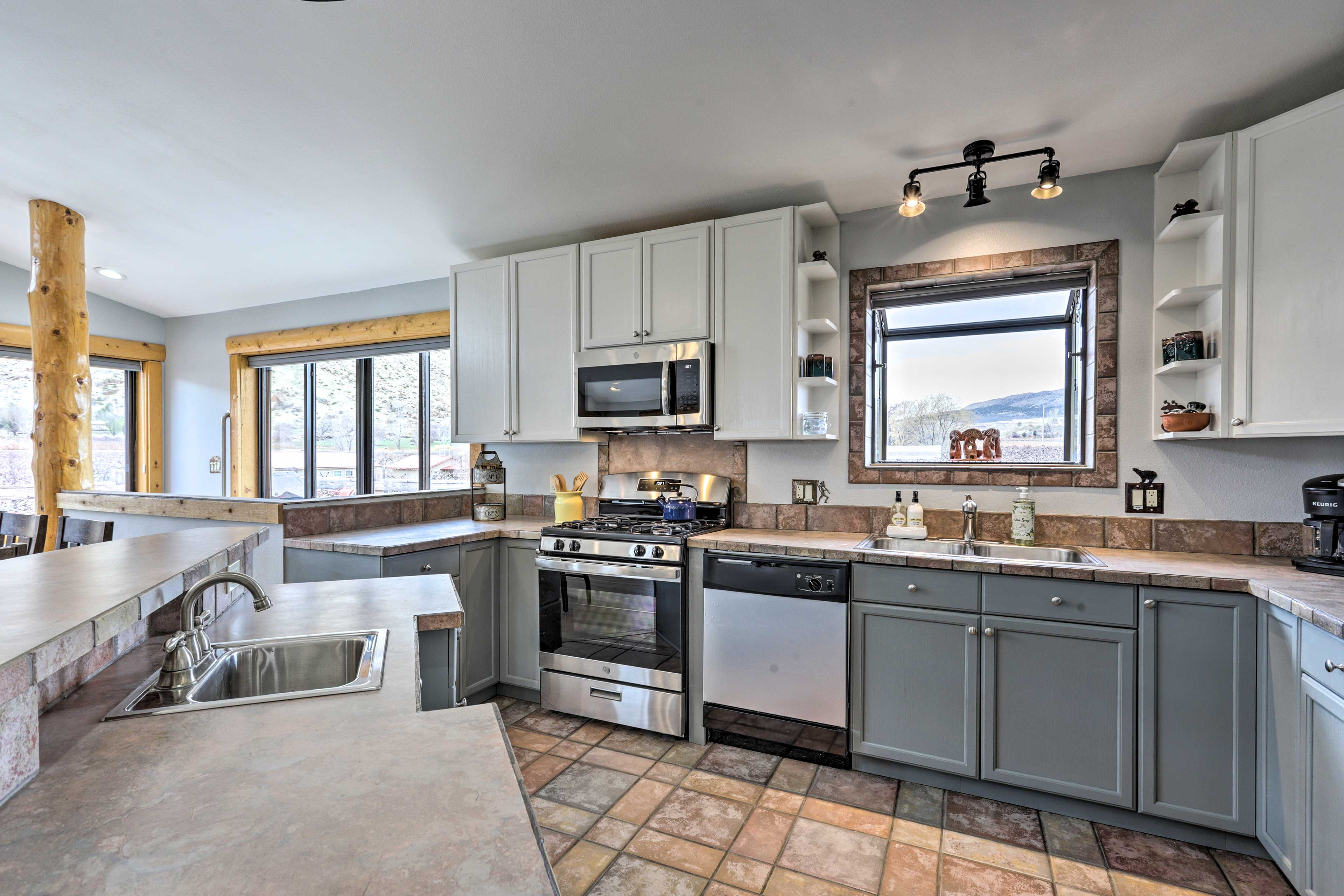 Cook all your favorite recipes in the fully equipped kitchen.