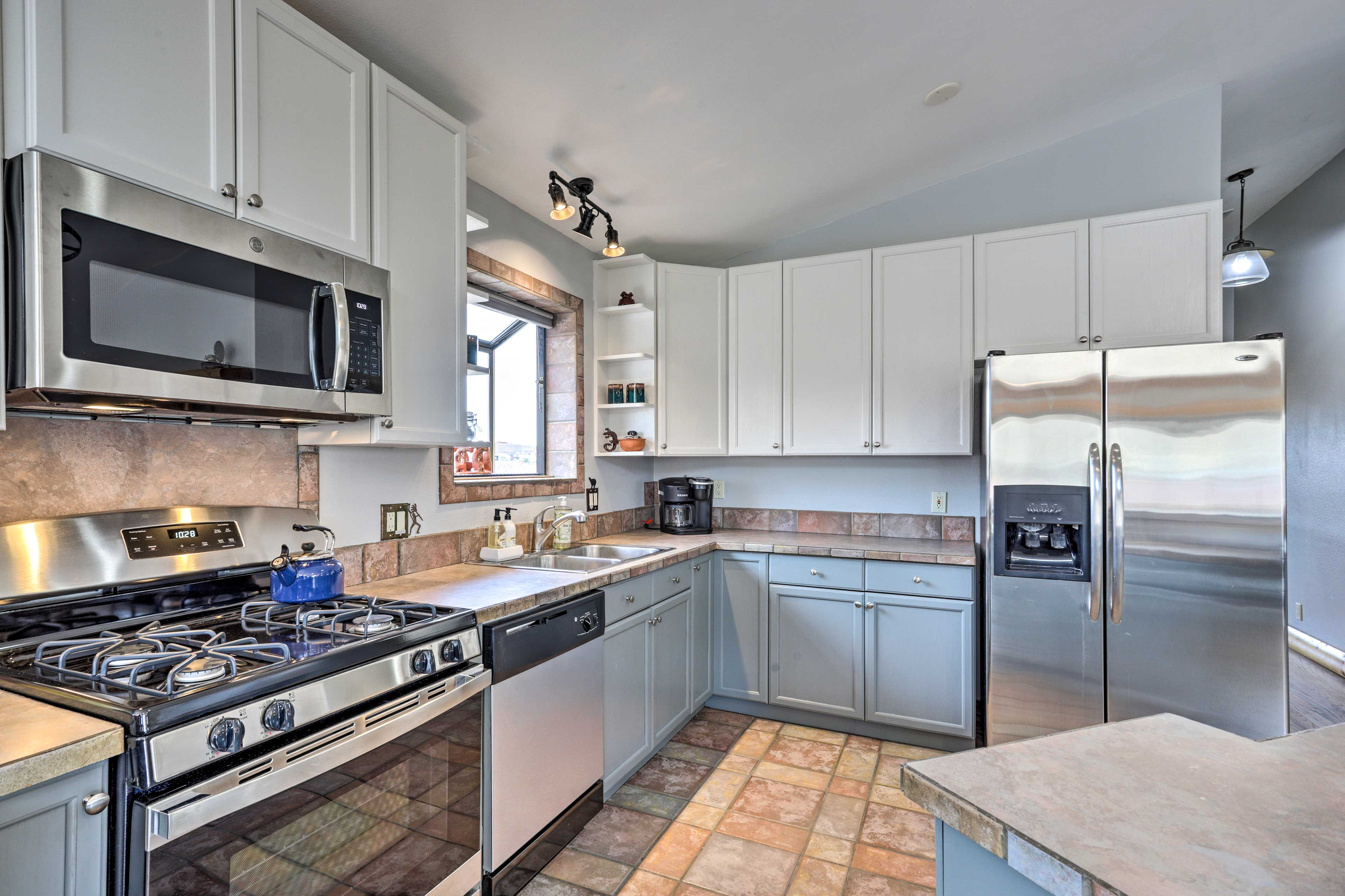 From coffee maker to cooking basics, this kitchen ensures you have it all.