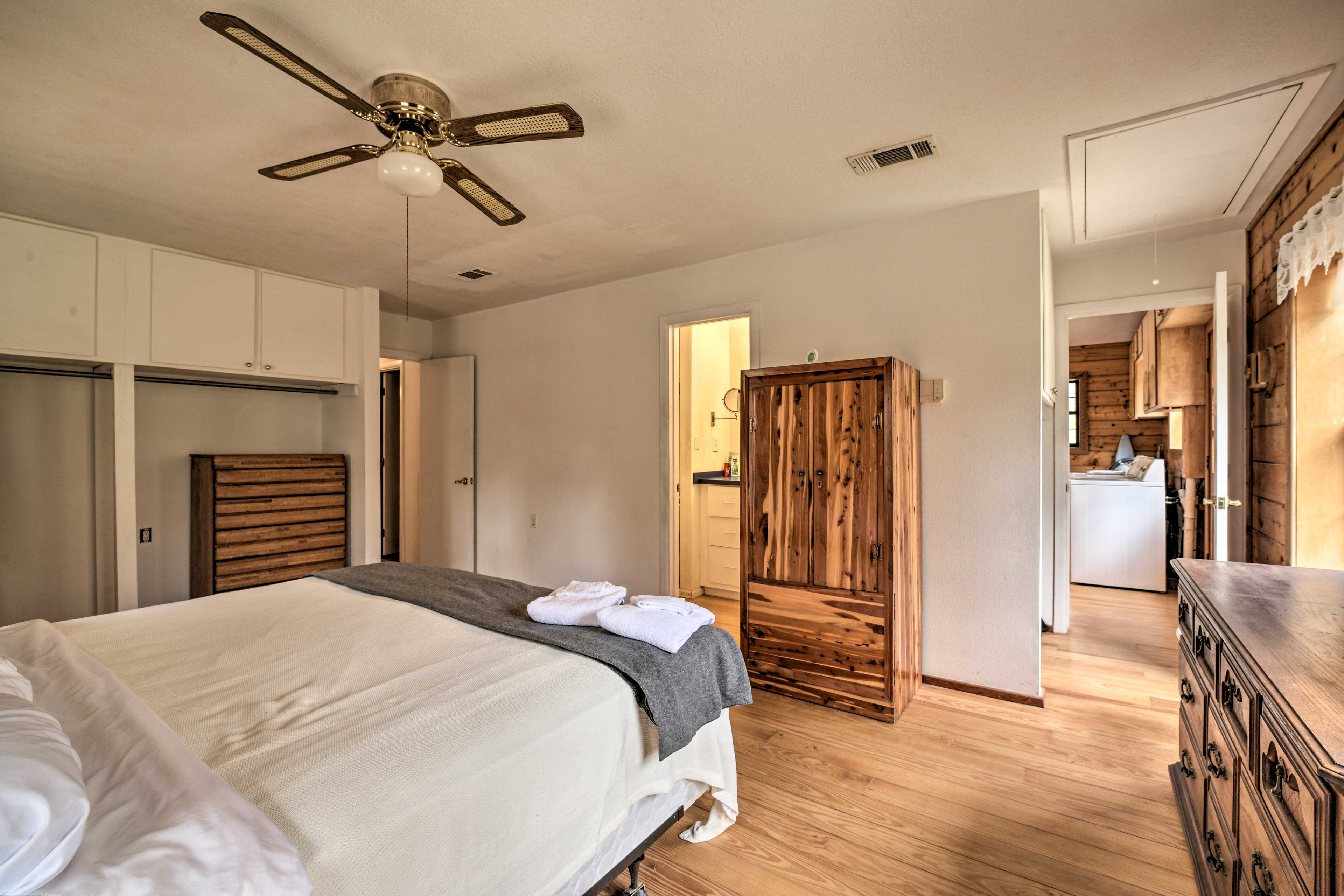 You'll love being able to hop out of bed to use the en-suite bathroom.