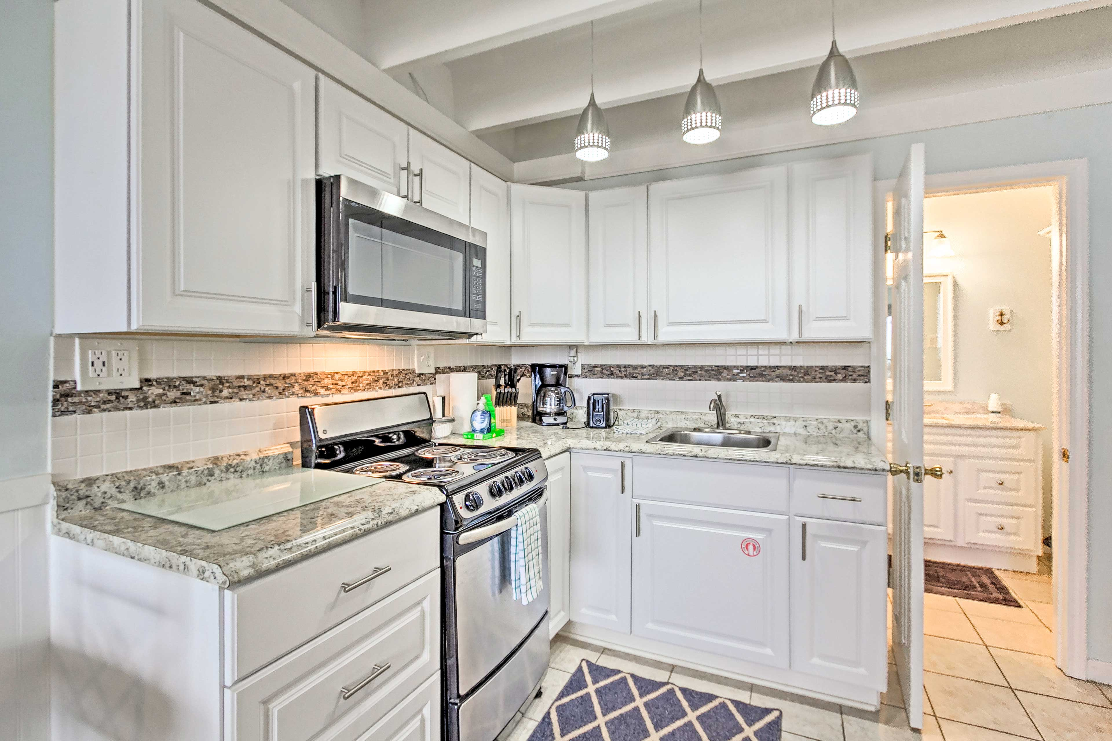 Prepare meals together in the fully equipped kitchen.