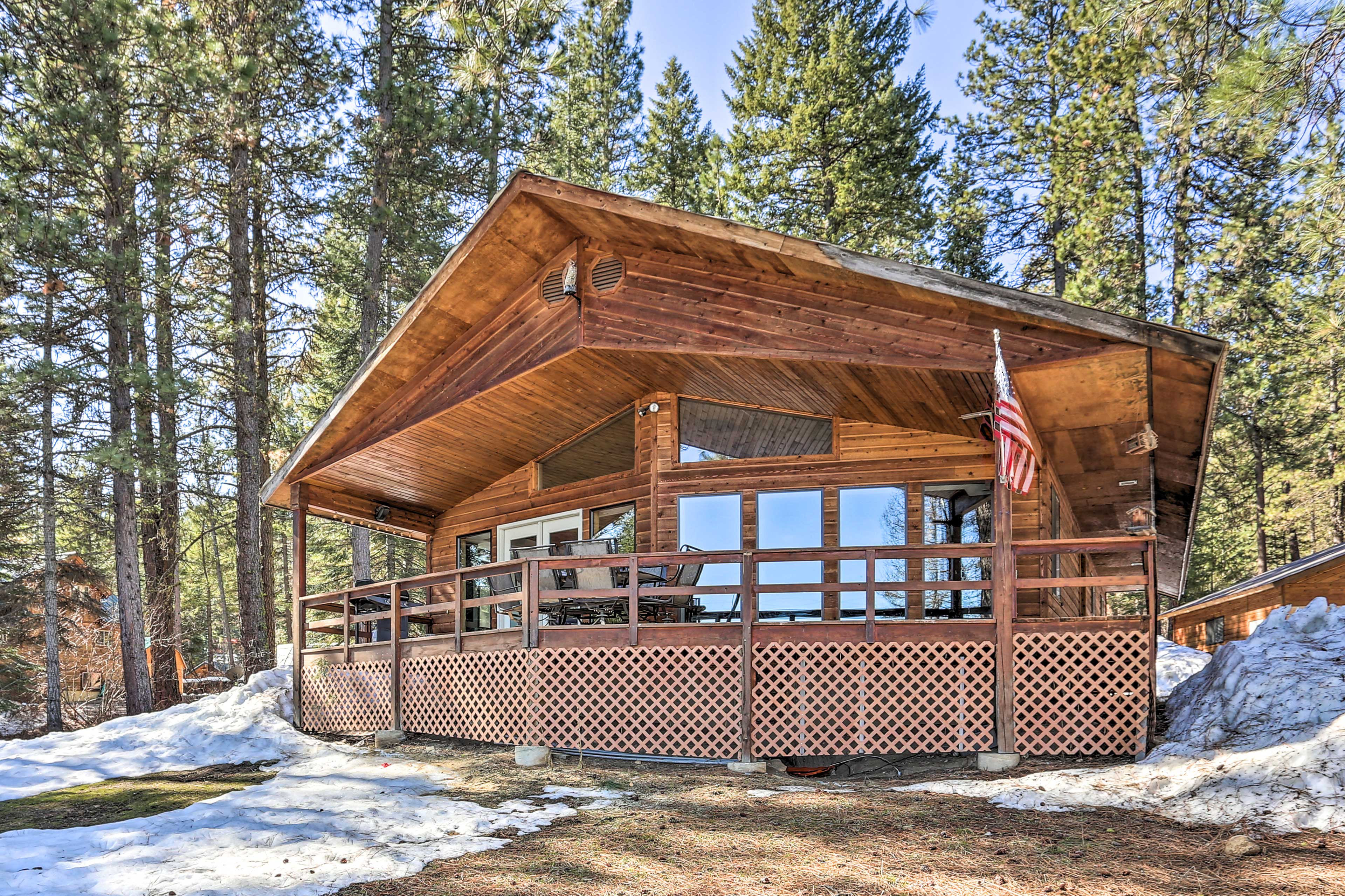 Spend your vacation in the Rocky Mountains at this Garden Valley cabin!