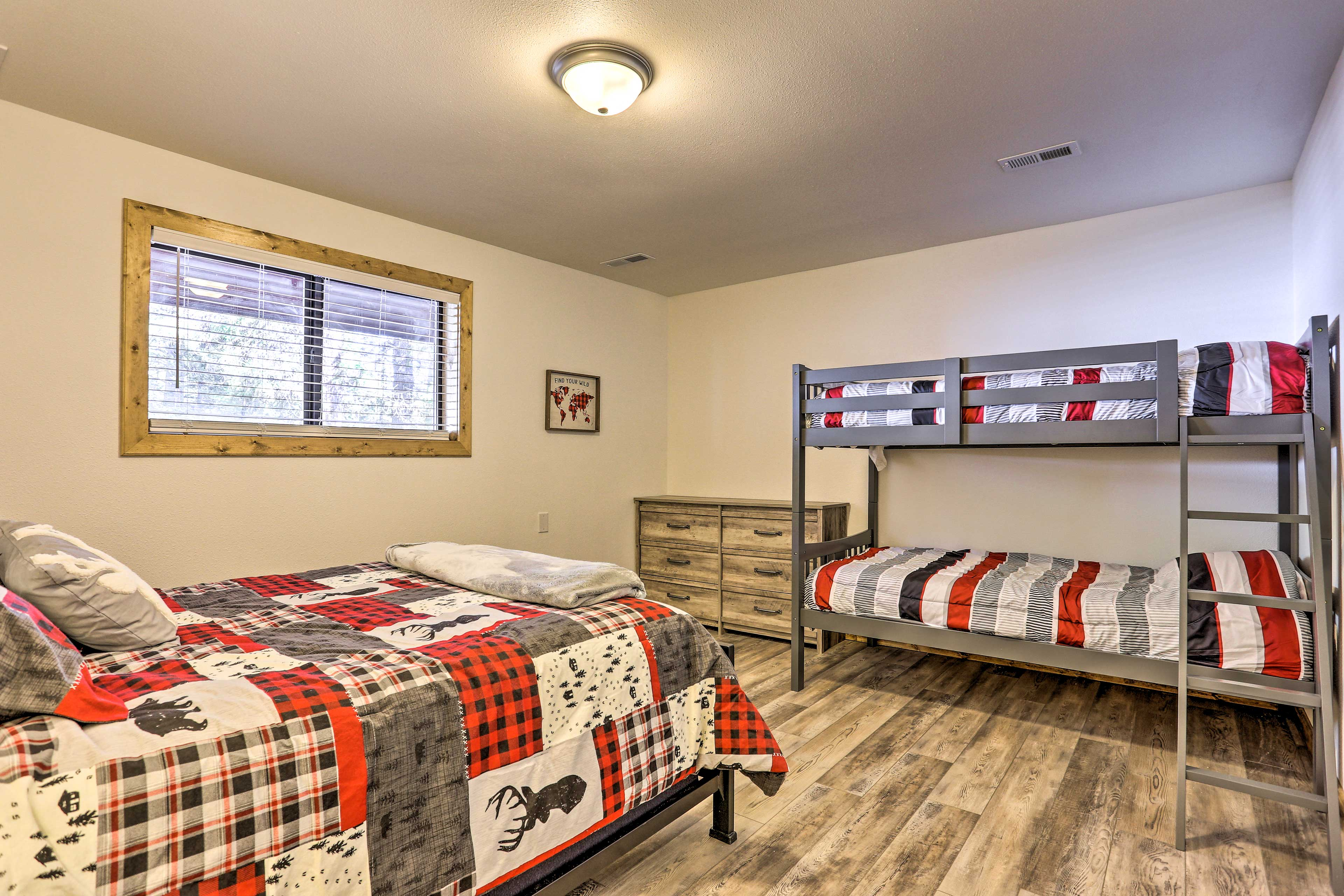 Kids can stay in the twin bunk bed of the fourth room.