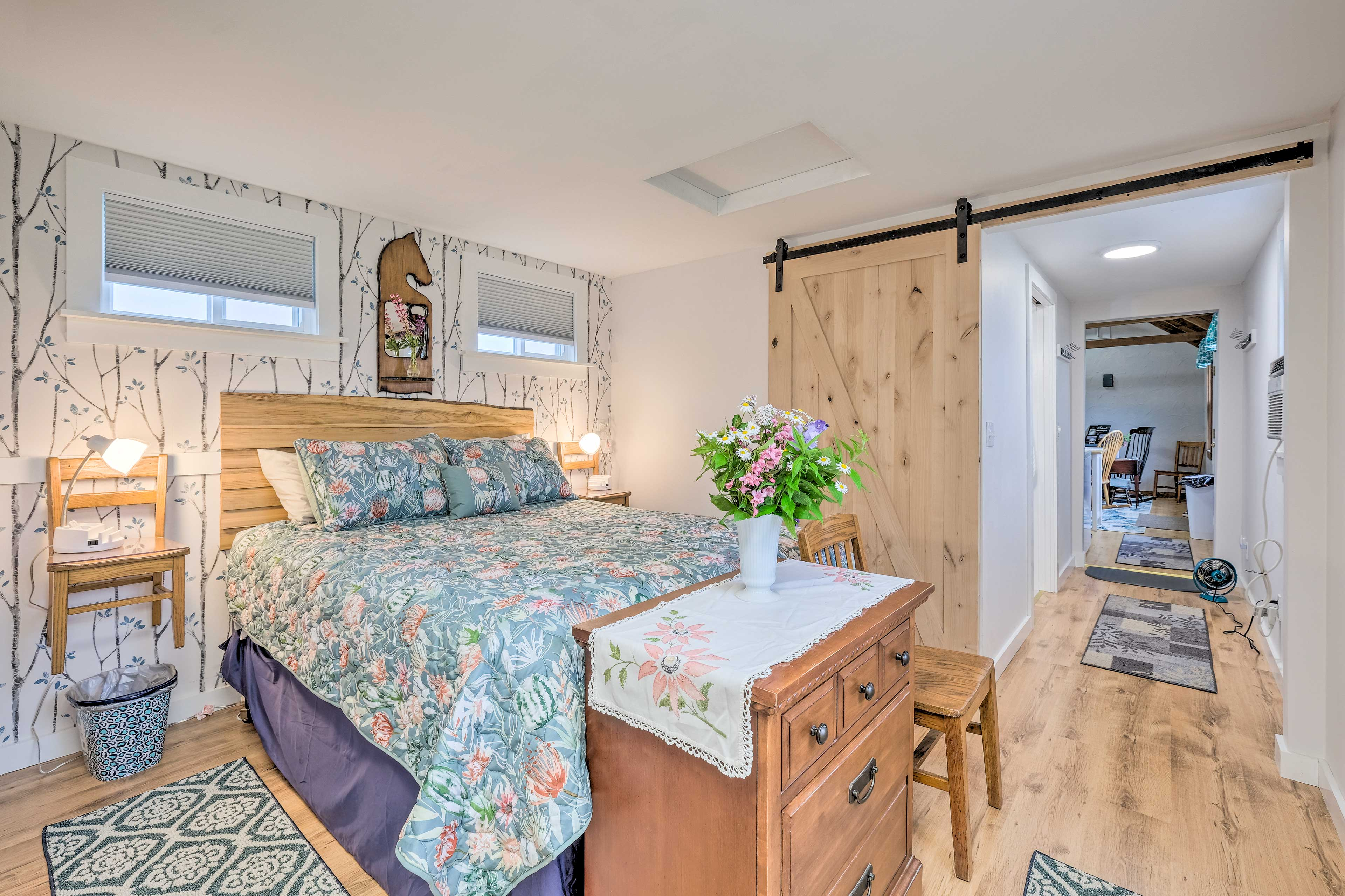 Bedroom | Queen Bed | Linens Provided | Step-Free Access
