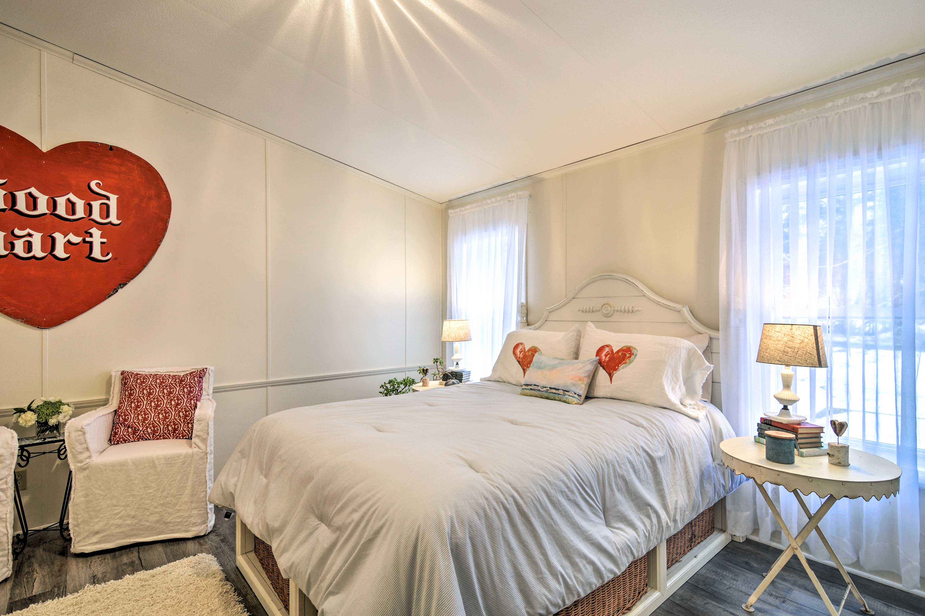 Couples with love this stylish room!