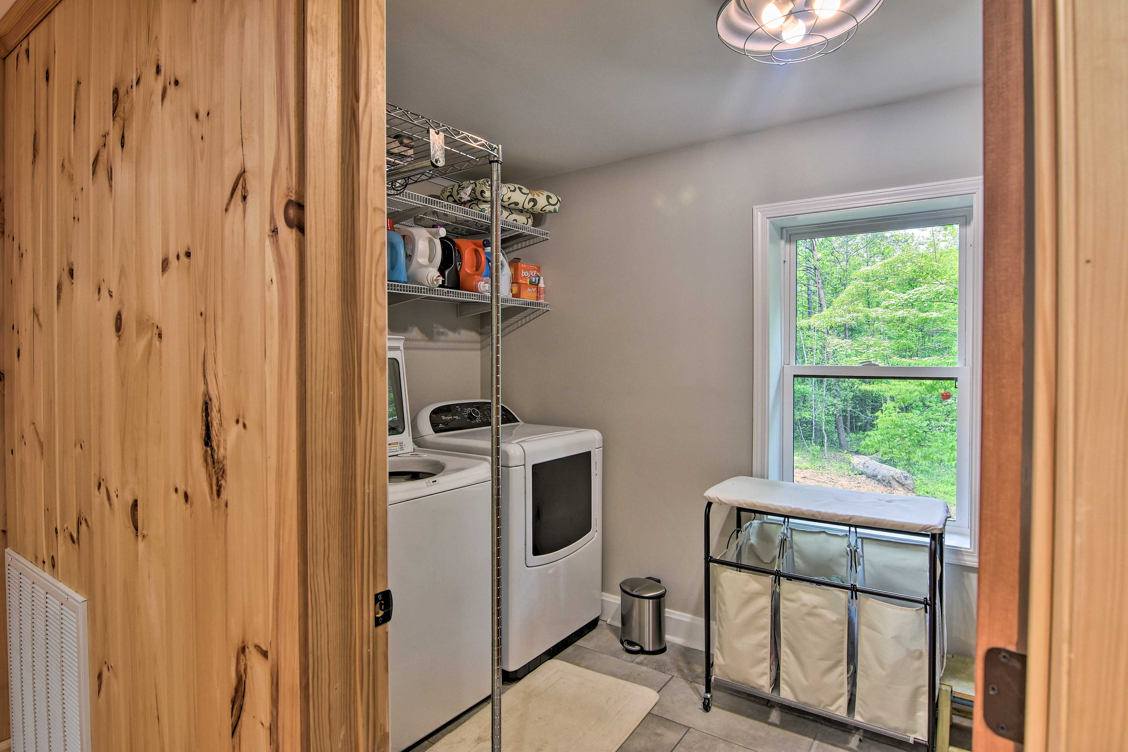 This full laundry room makes cleaning up a breeze!