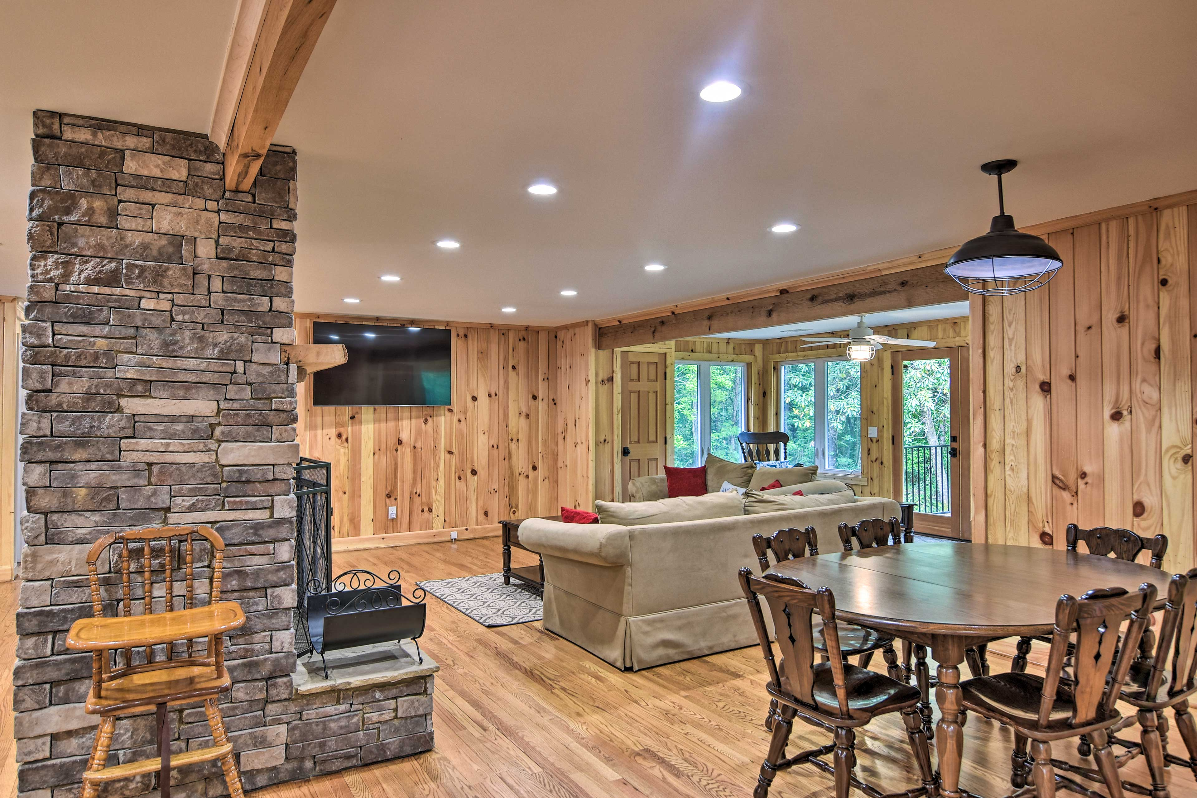 This area boasts an open-concept layout.