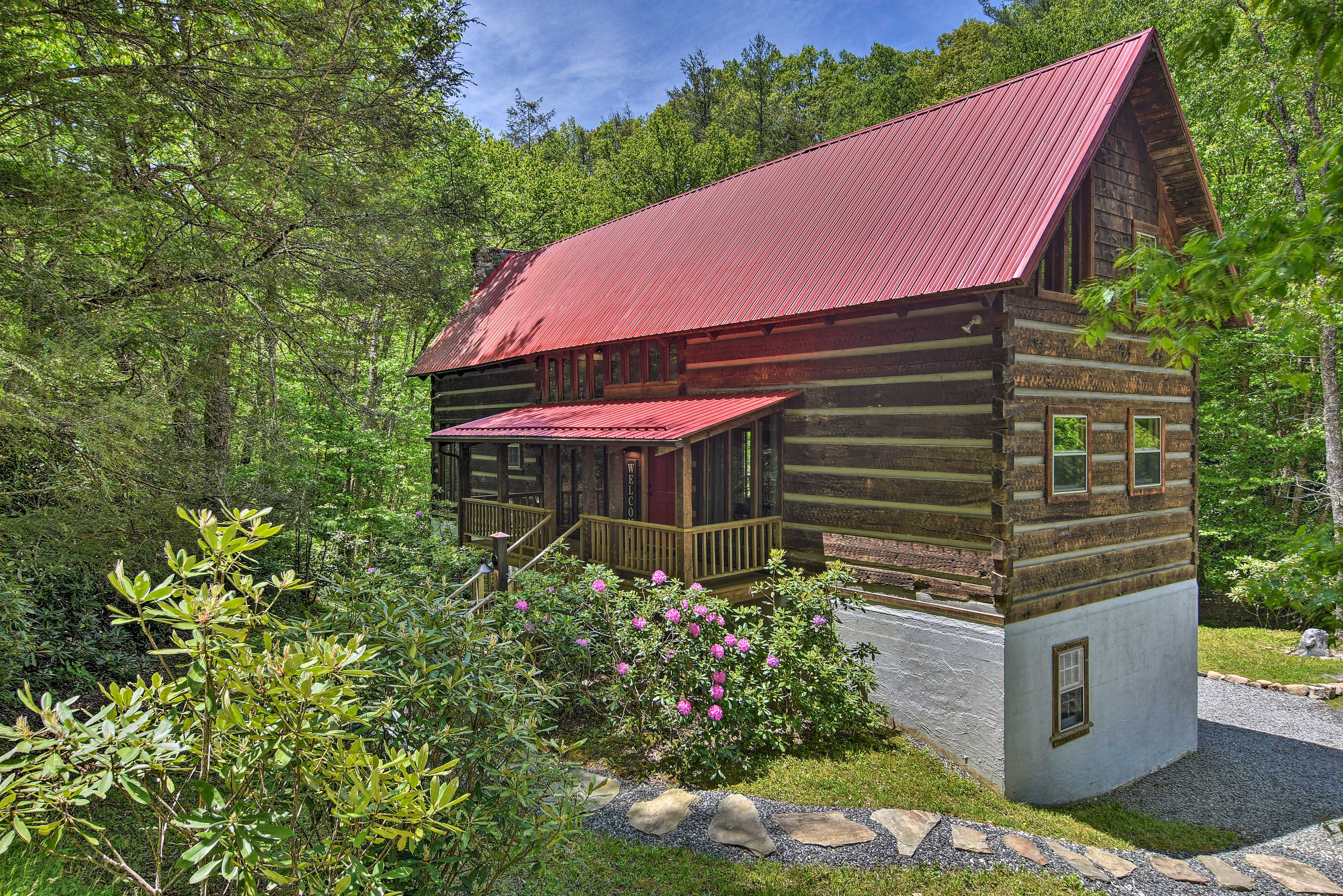 Welcome to the 'Red Door Cabin' located in Newland, North Carolina!