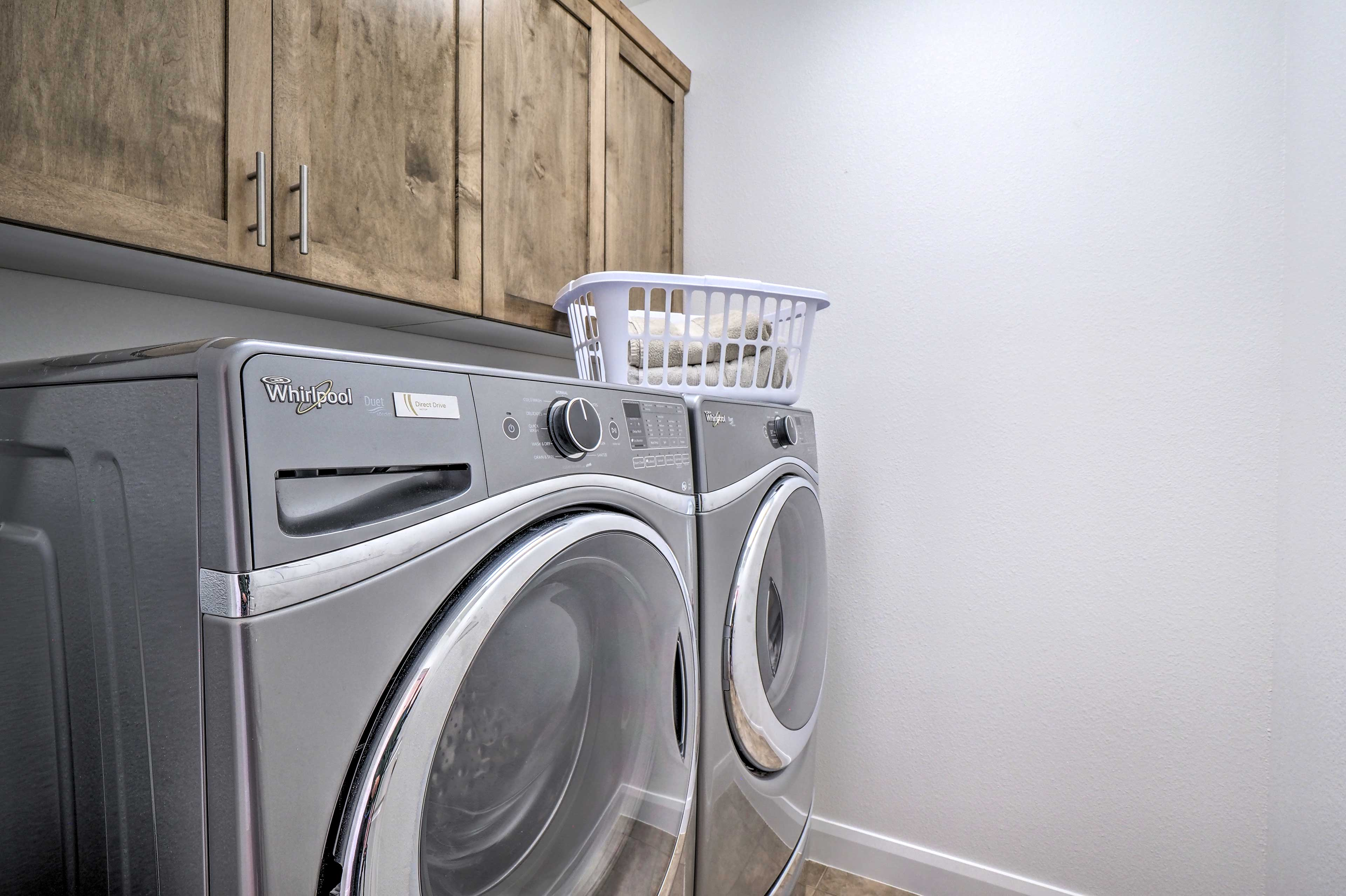 Keep your clothes smelling fresh with the washer/dryer.