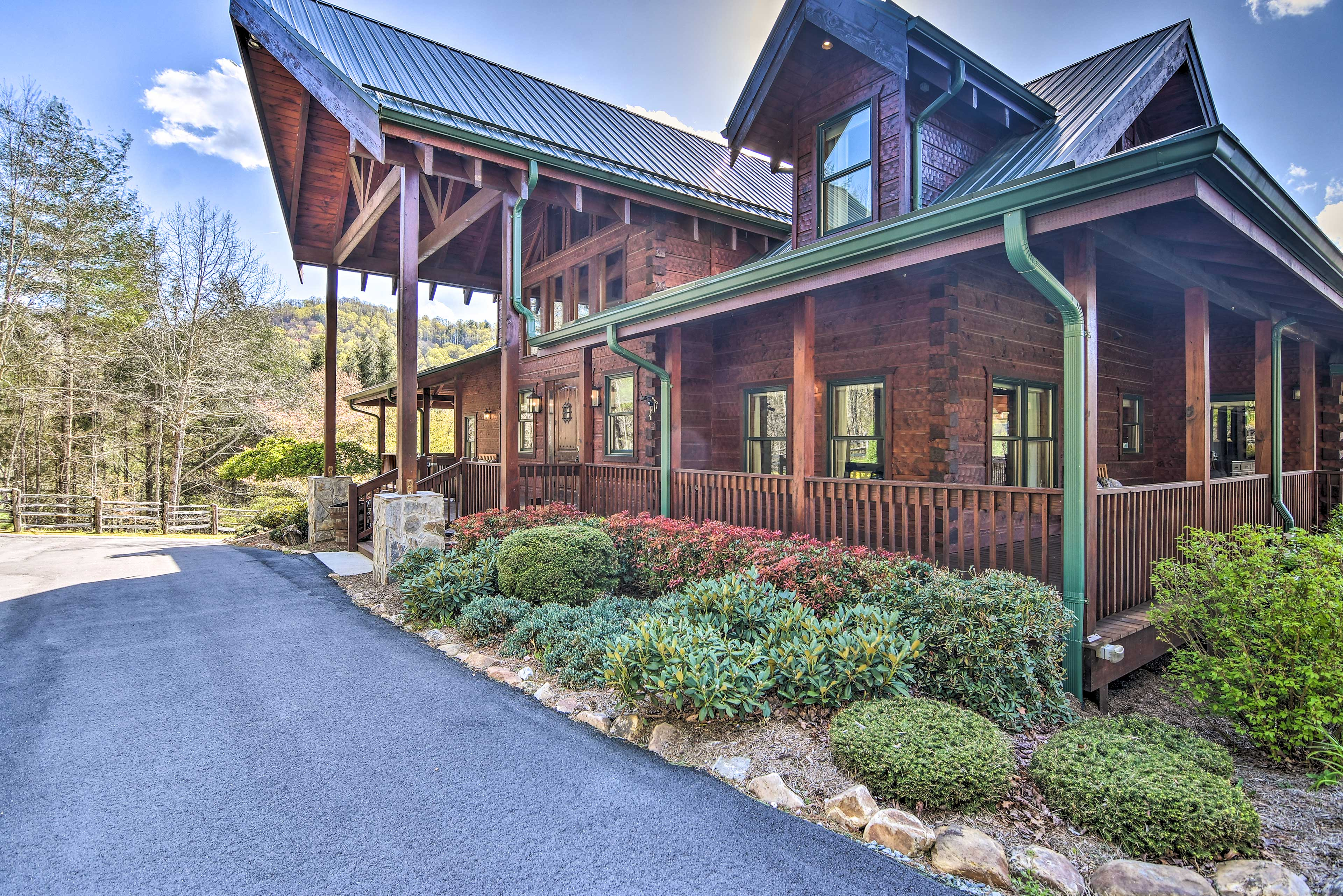 This upscale vacation rental boasts a chic cabin-like atmosphere.