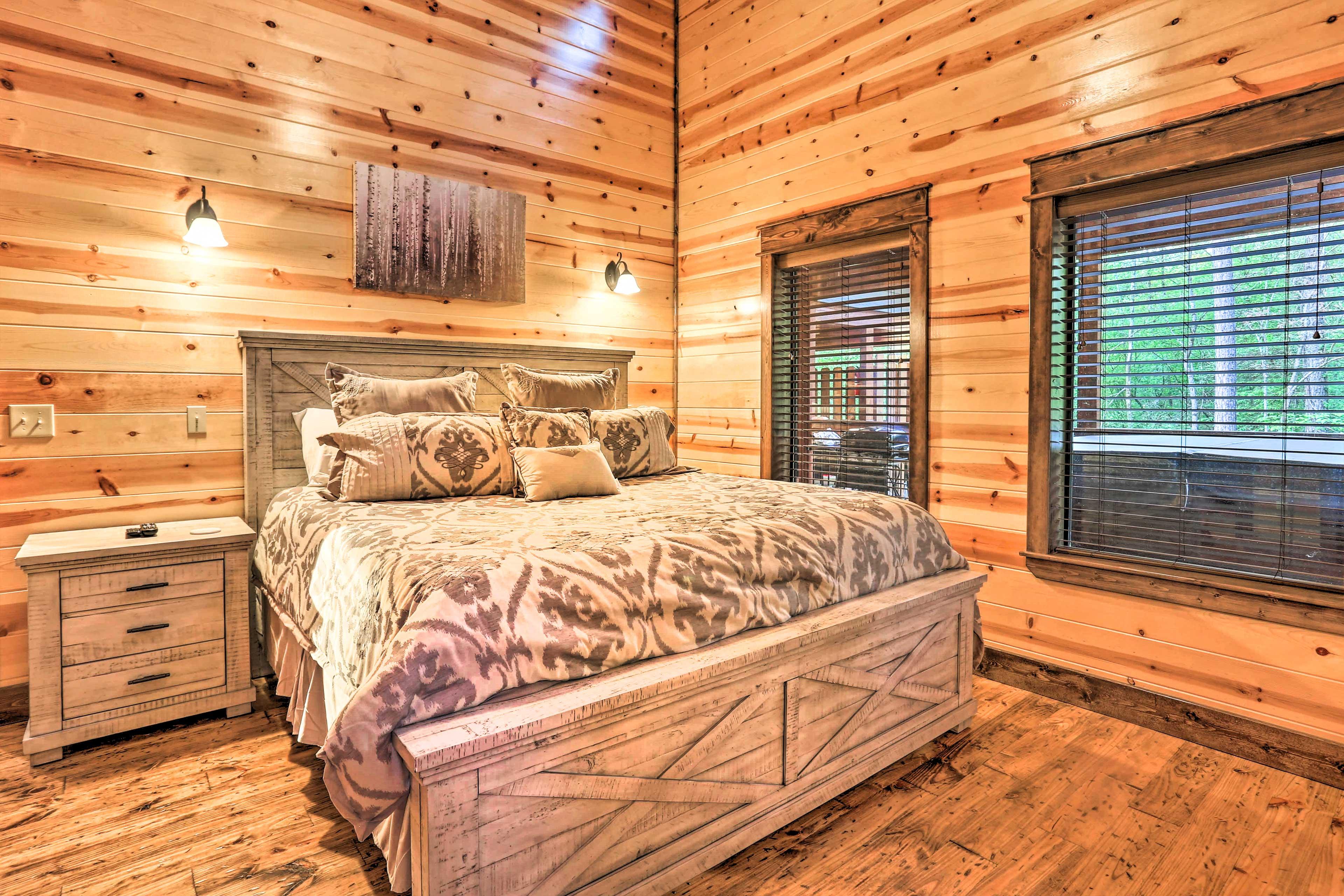 Master Bedroom 1 | King Bed | Linens Provided