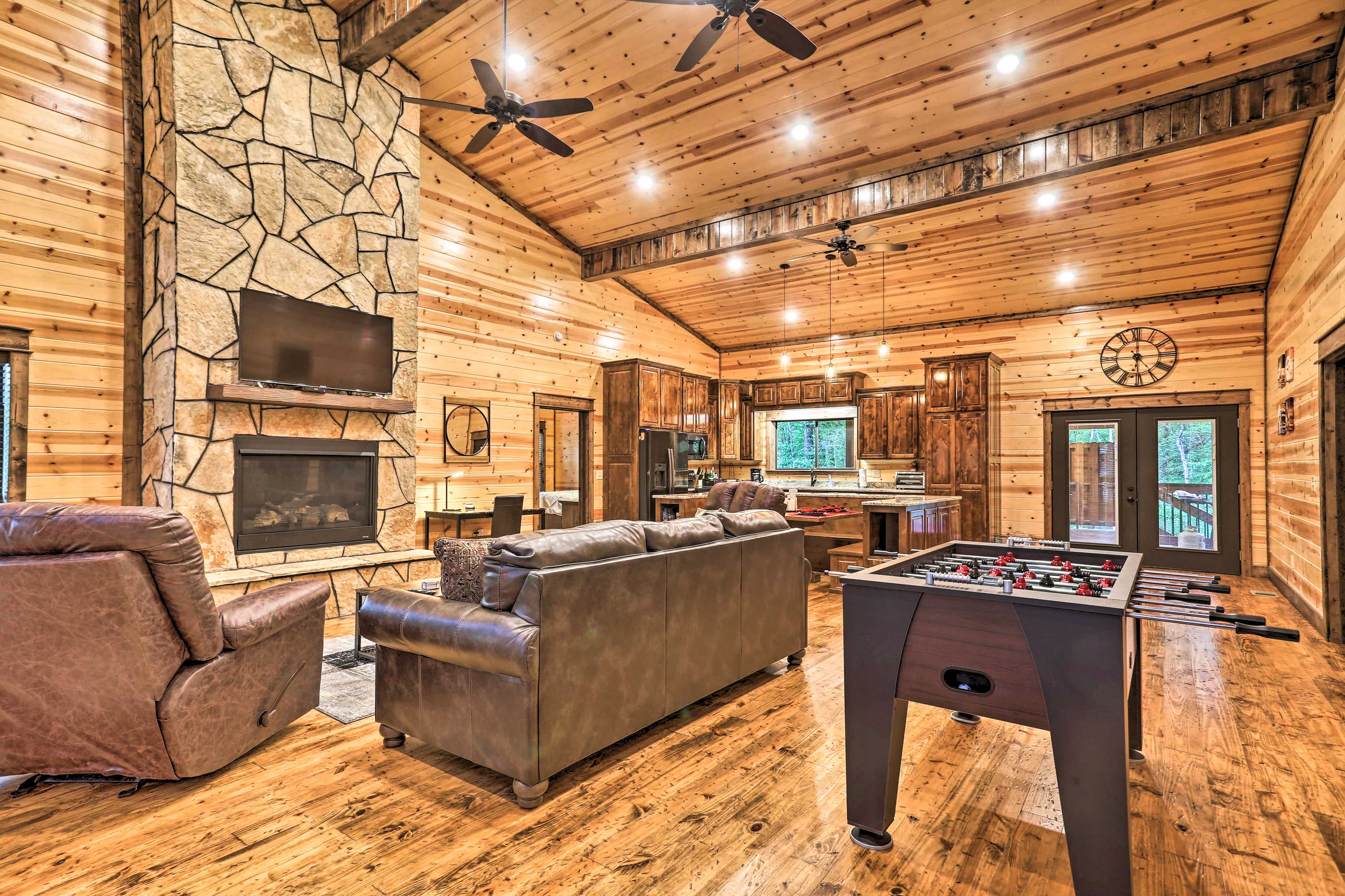 Broken Bow Vacation Rental Cabin | 2BR | 2BA | 1,700 Sq Ft | Steps Required