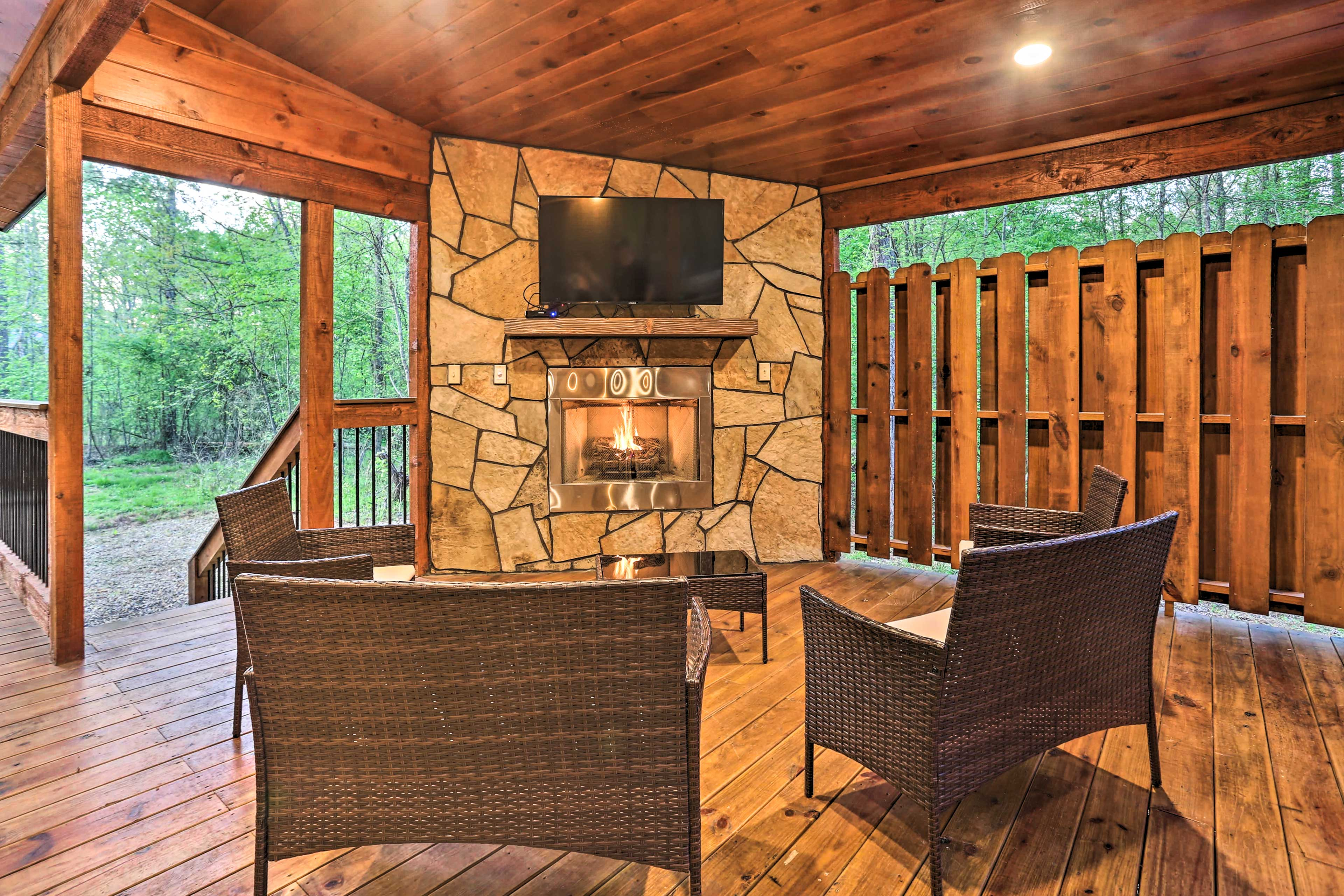 Covered Back Deck | Gas Fireplace | Smart TV | Patio Furniture