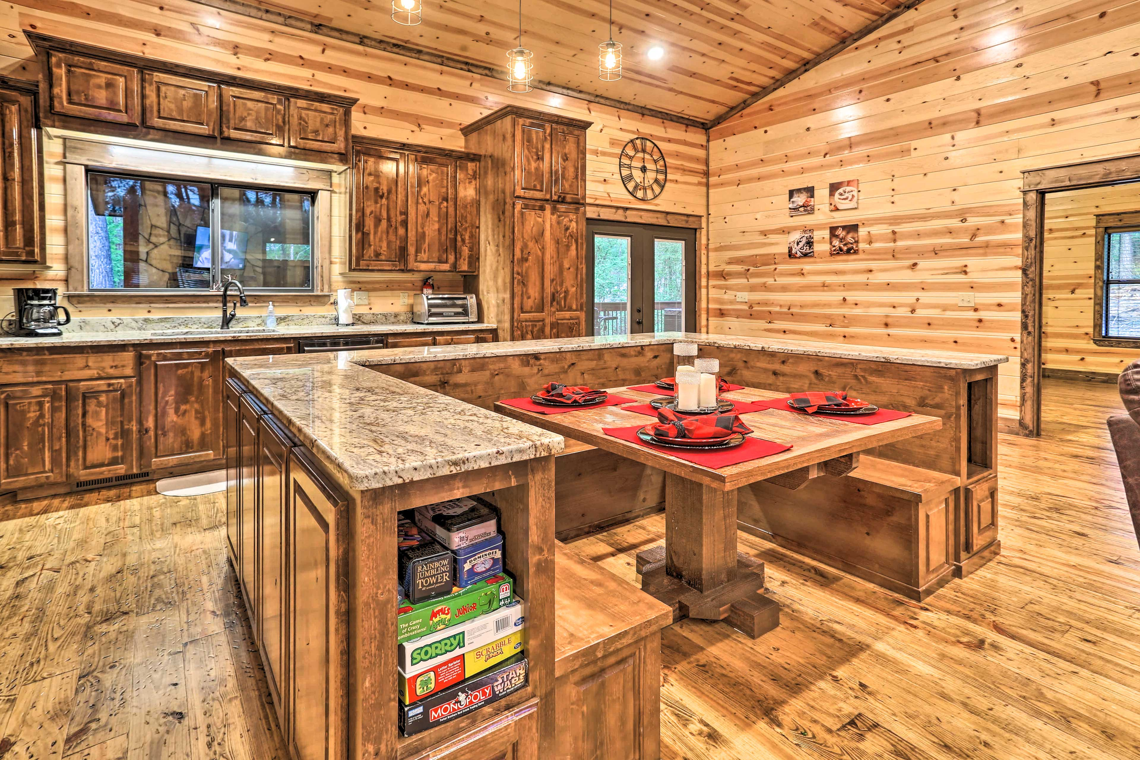 Fully Equipped Kitchen | Built-In Breakfast Nook