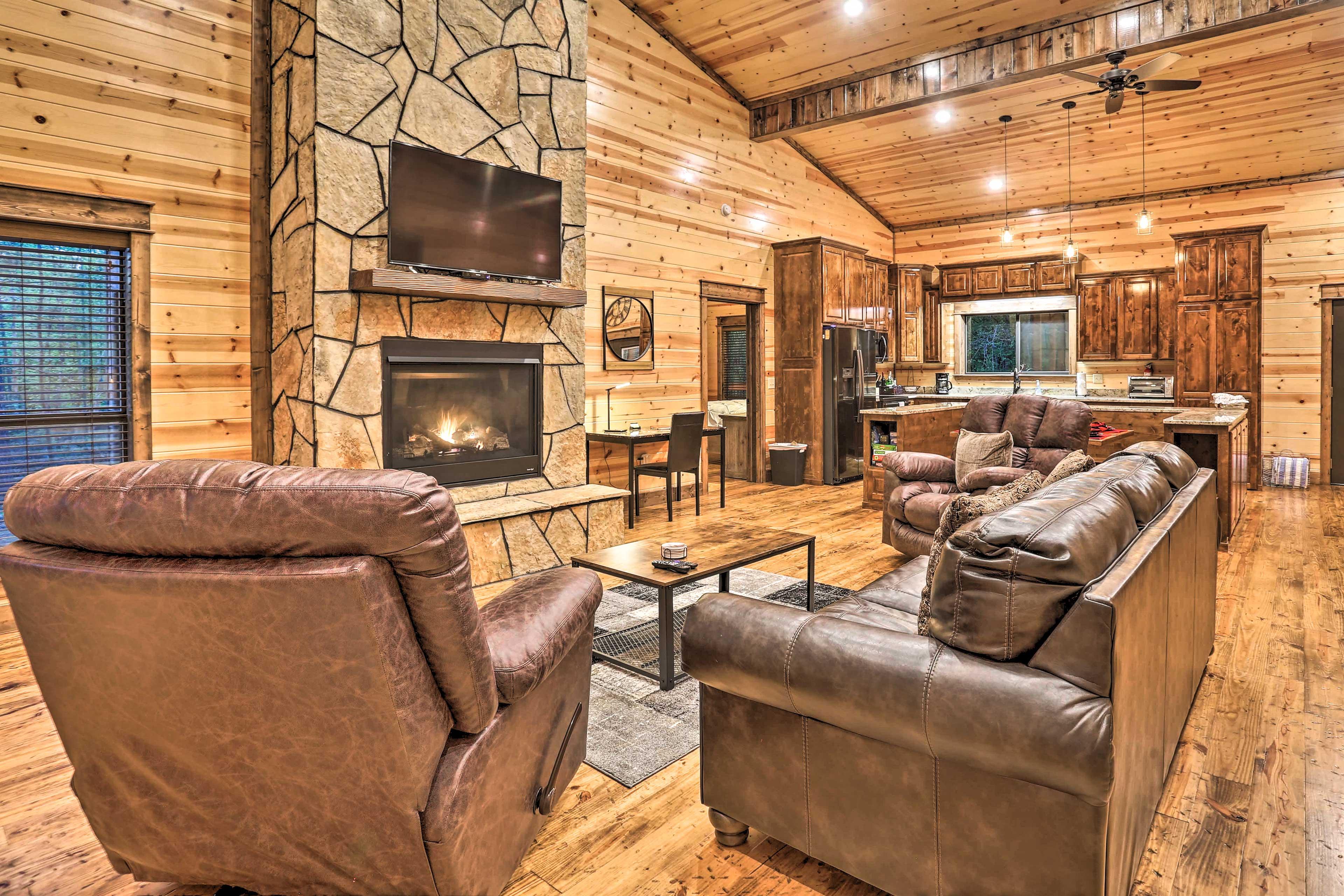 Living Room | Gas Fireplace | TV | Rustic Furnishings