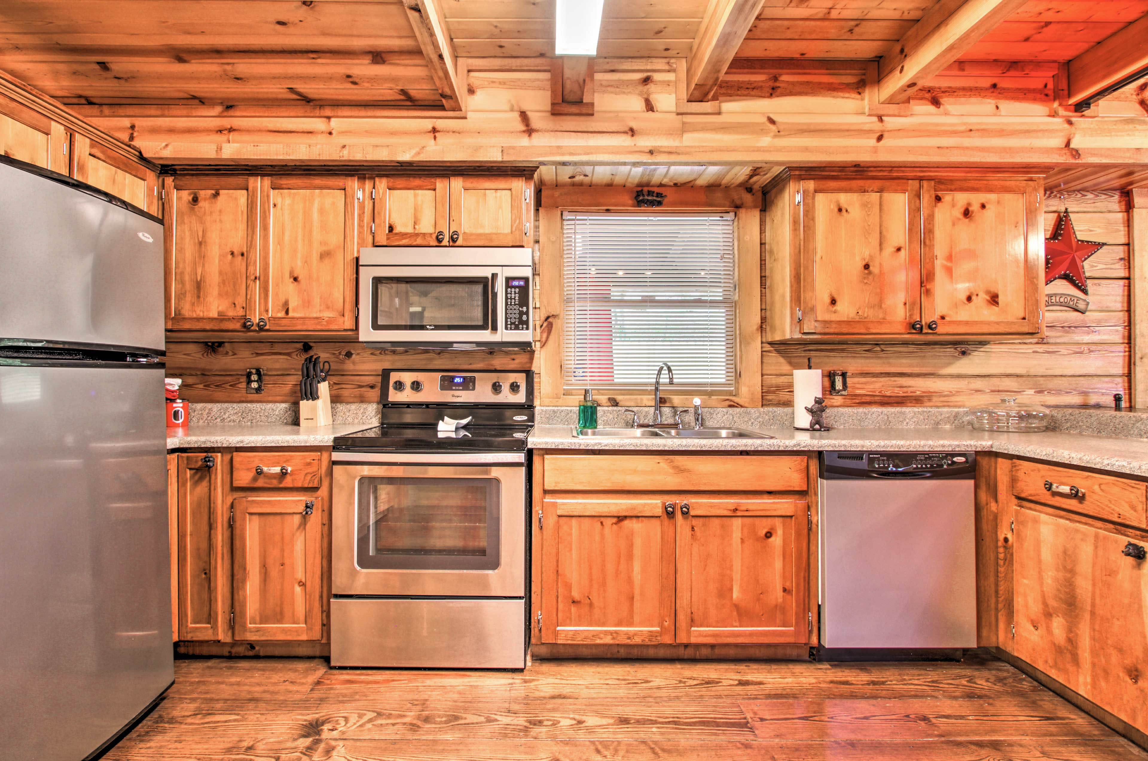 The fully equipped kitchen includes a dishwasher.