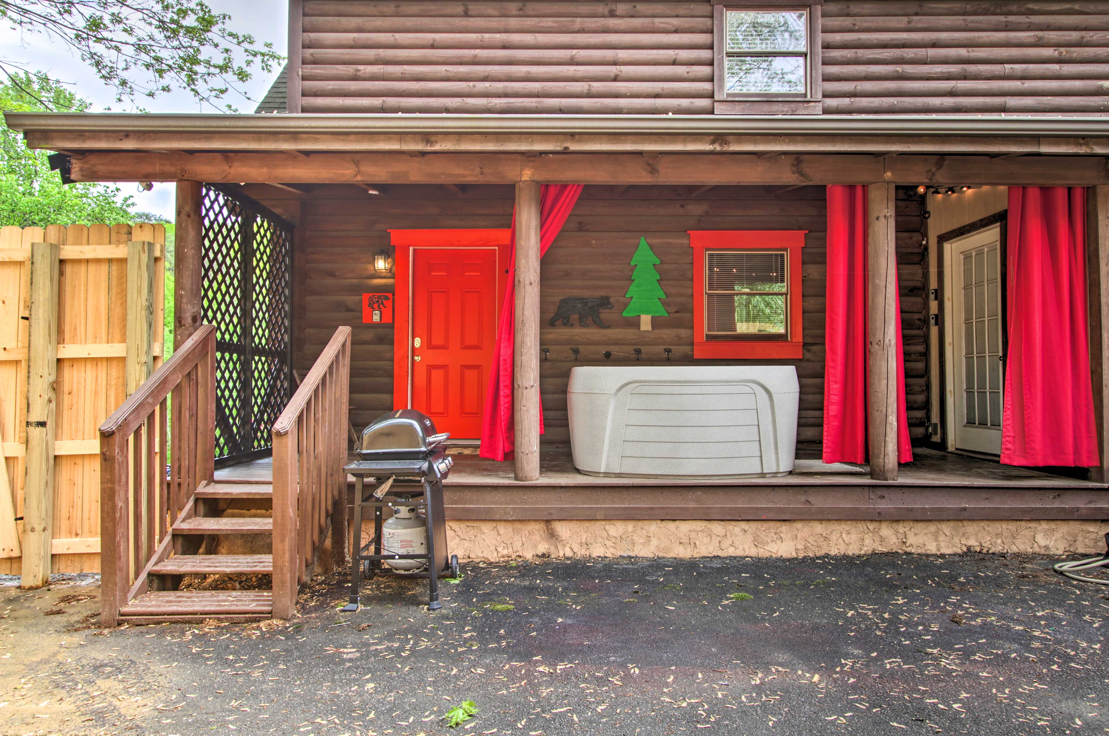 Enjoy access to the gas grill and hot tub.
