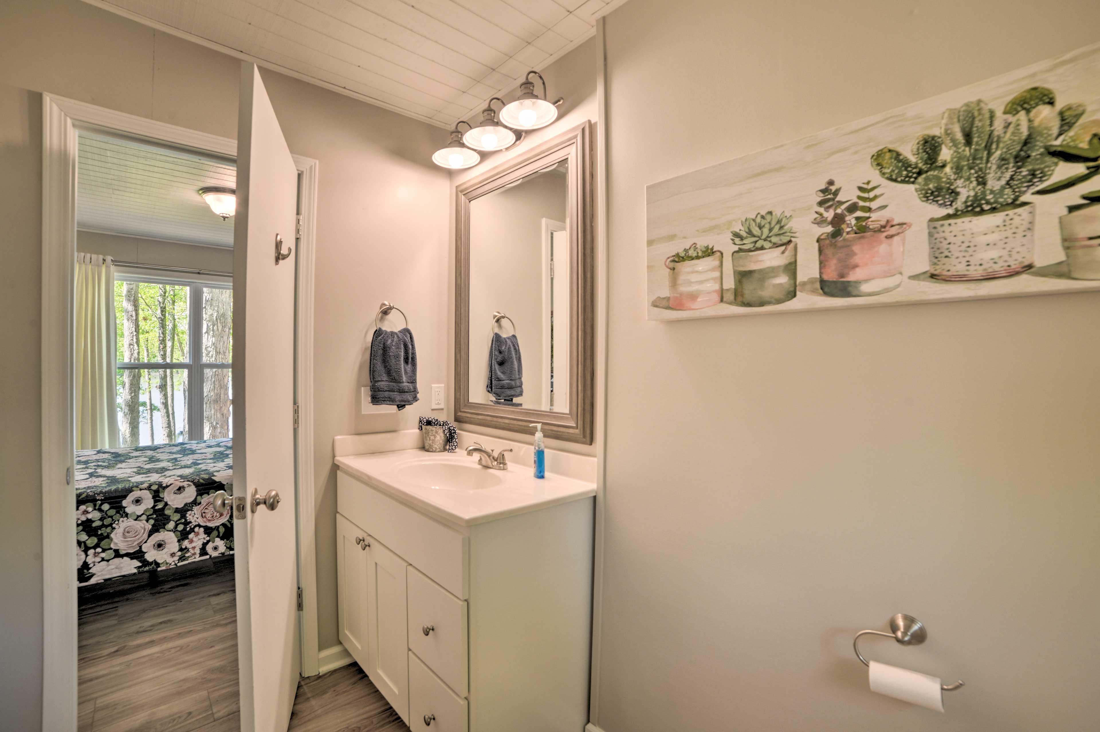 The bedroom features an en-suite bathroom.