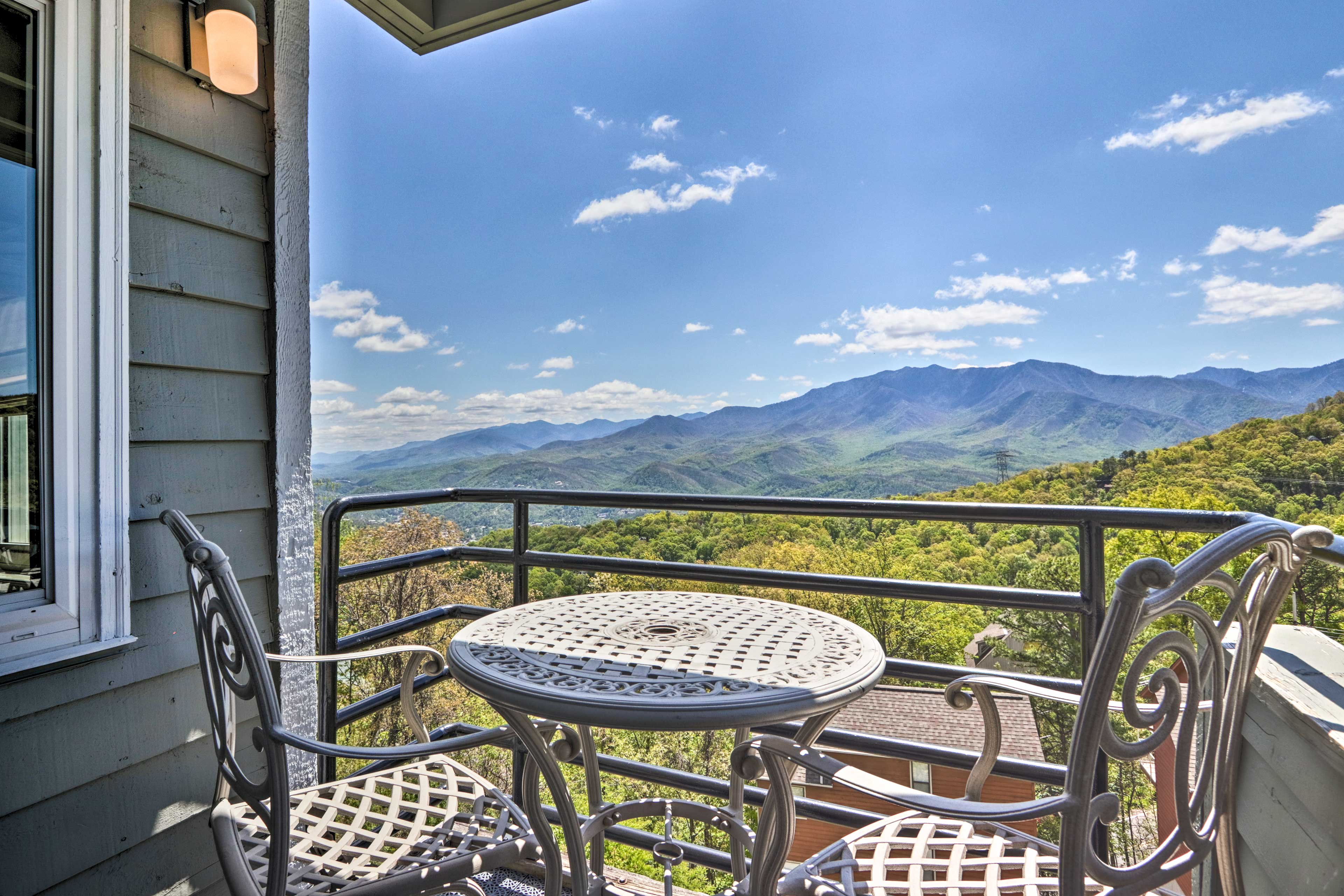 Enjoy a laid-back retreat in Gatlinburg at this gorgeous vacation rental!